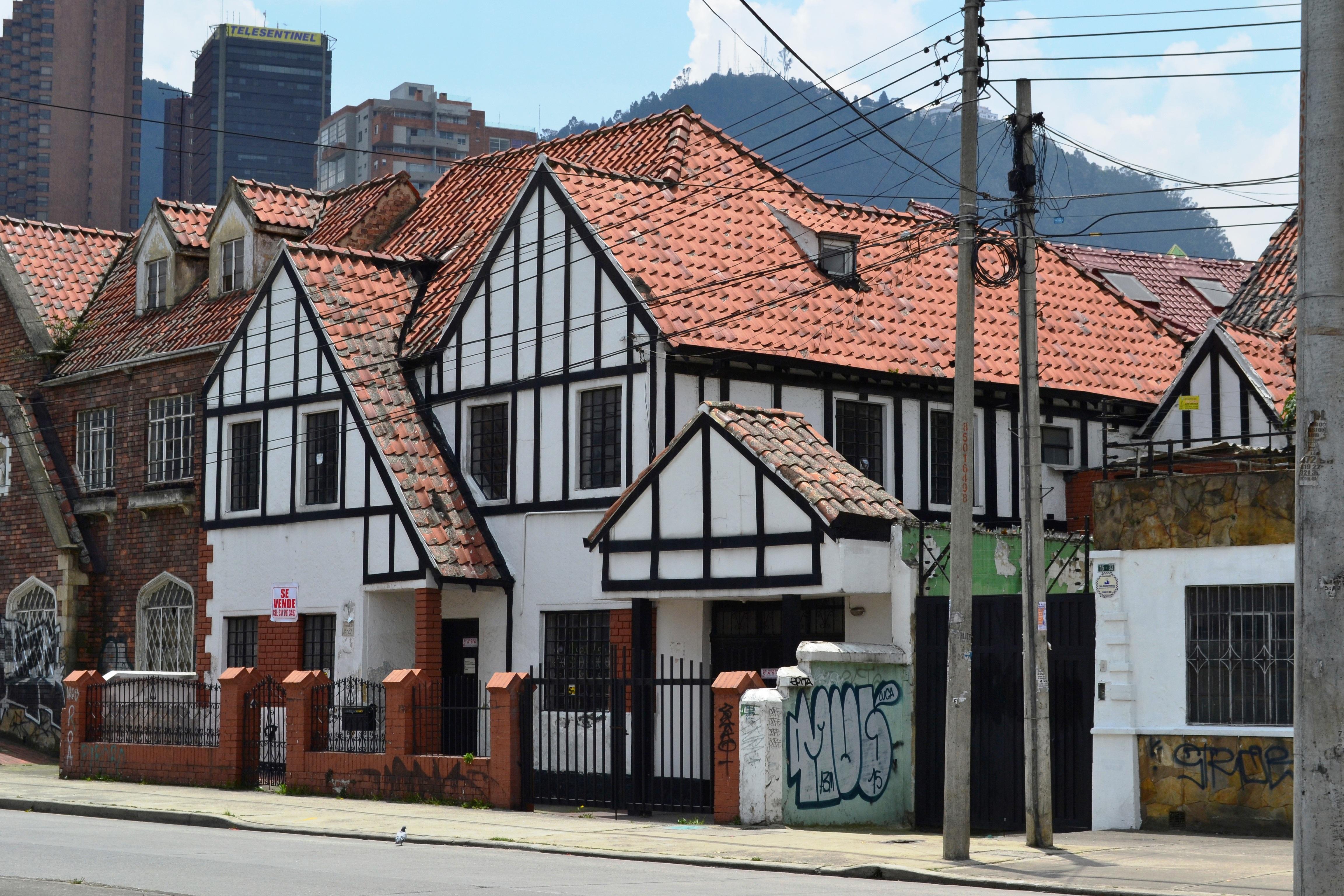 Images gratuites architecture rue maison toit for Vert urbain maison de ville