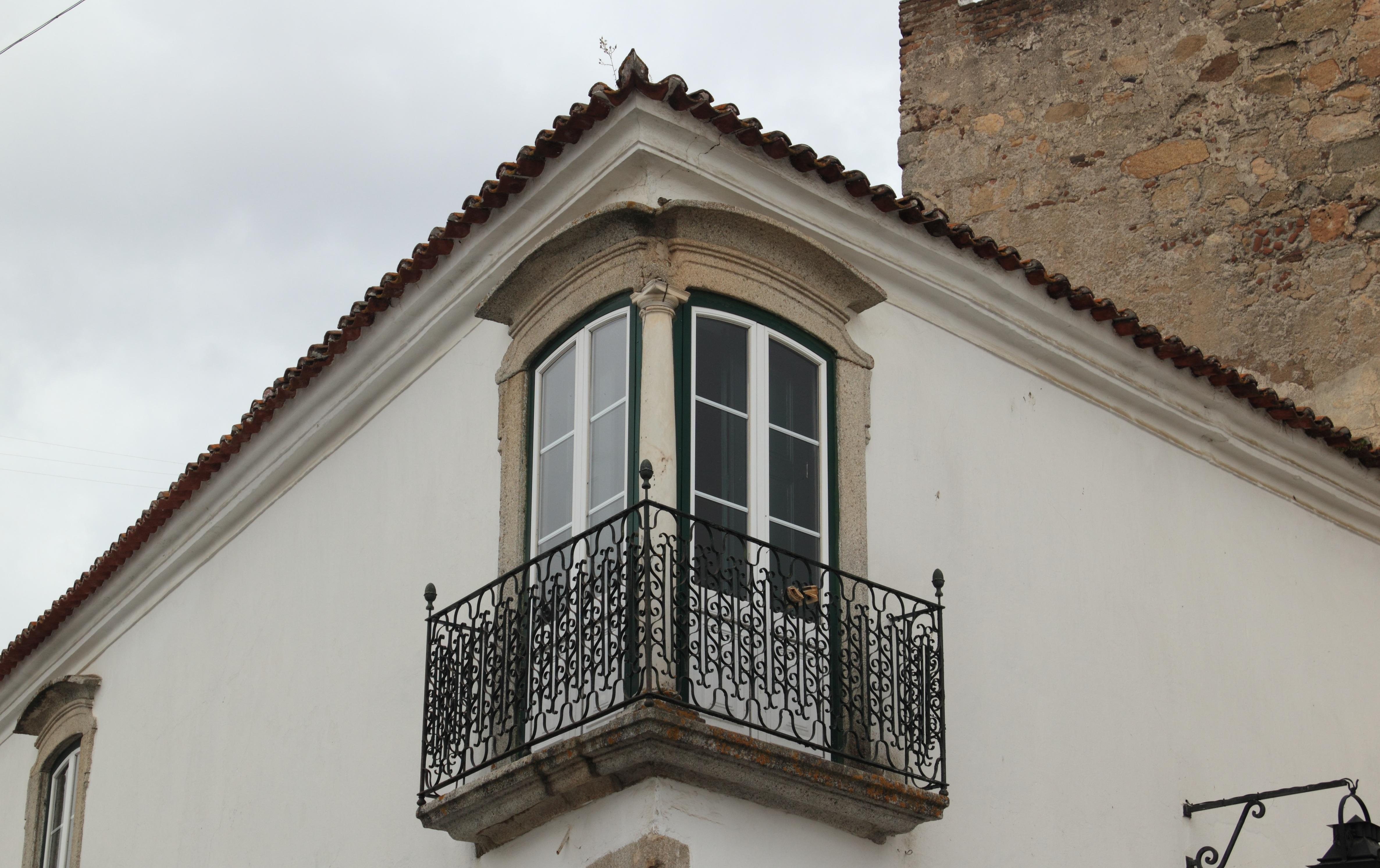 images gratuites architecture rue maison fen tre toit b timent balcon fa ade propri t. Black Bedroom Furniture Sets. Home Design Ideas