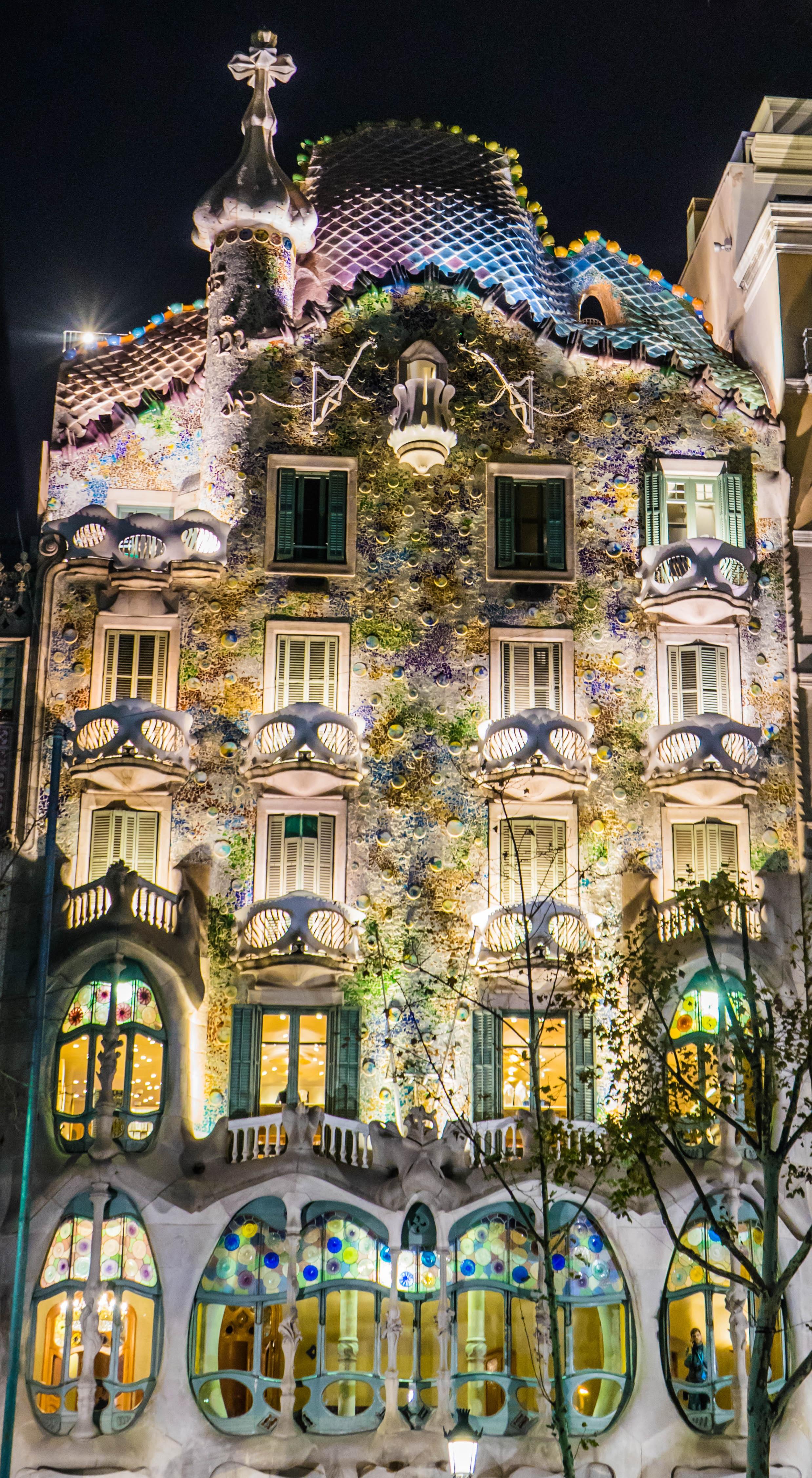 Fotos gratis arquitectura calle noche casa ventana - Casas gratis en pueblos de espana ...