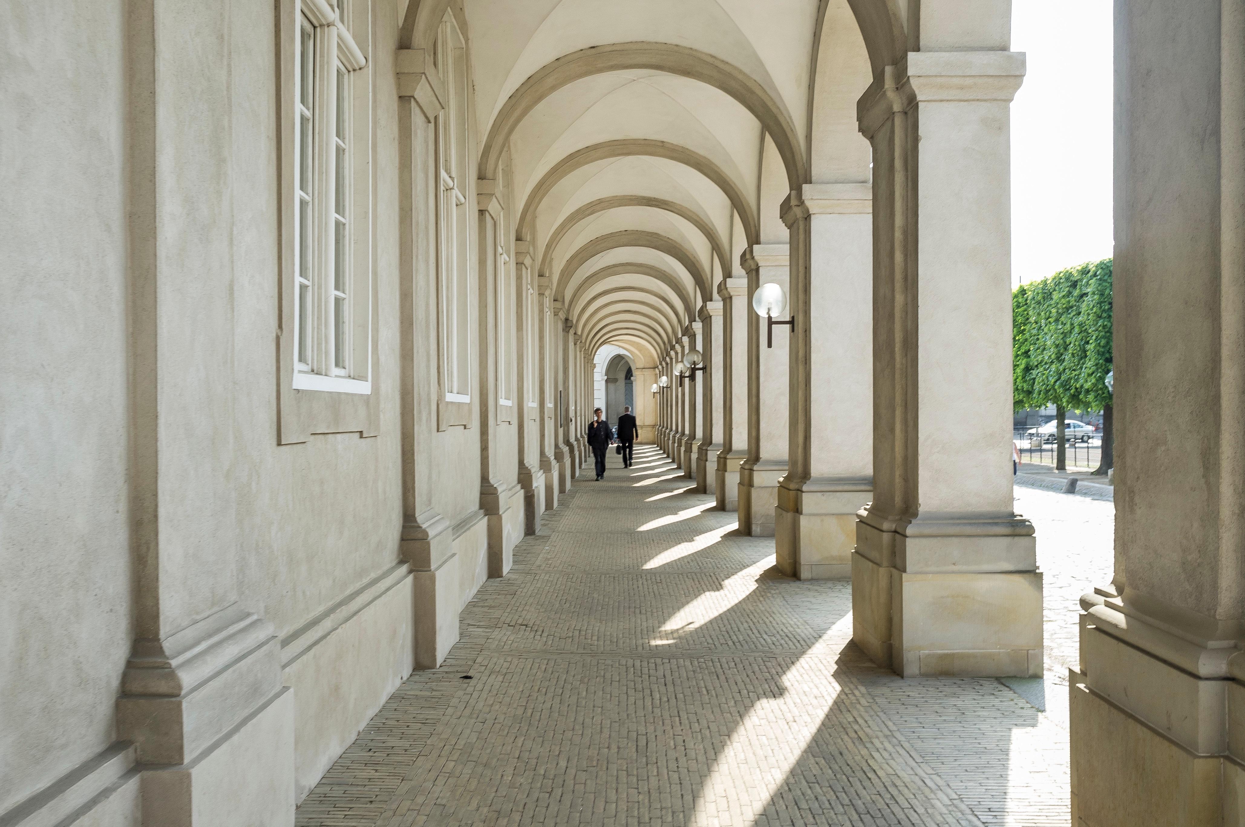 Fotos gratis arquitectura estructura arco columna for Diseno pasillos interiores