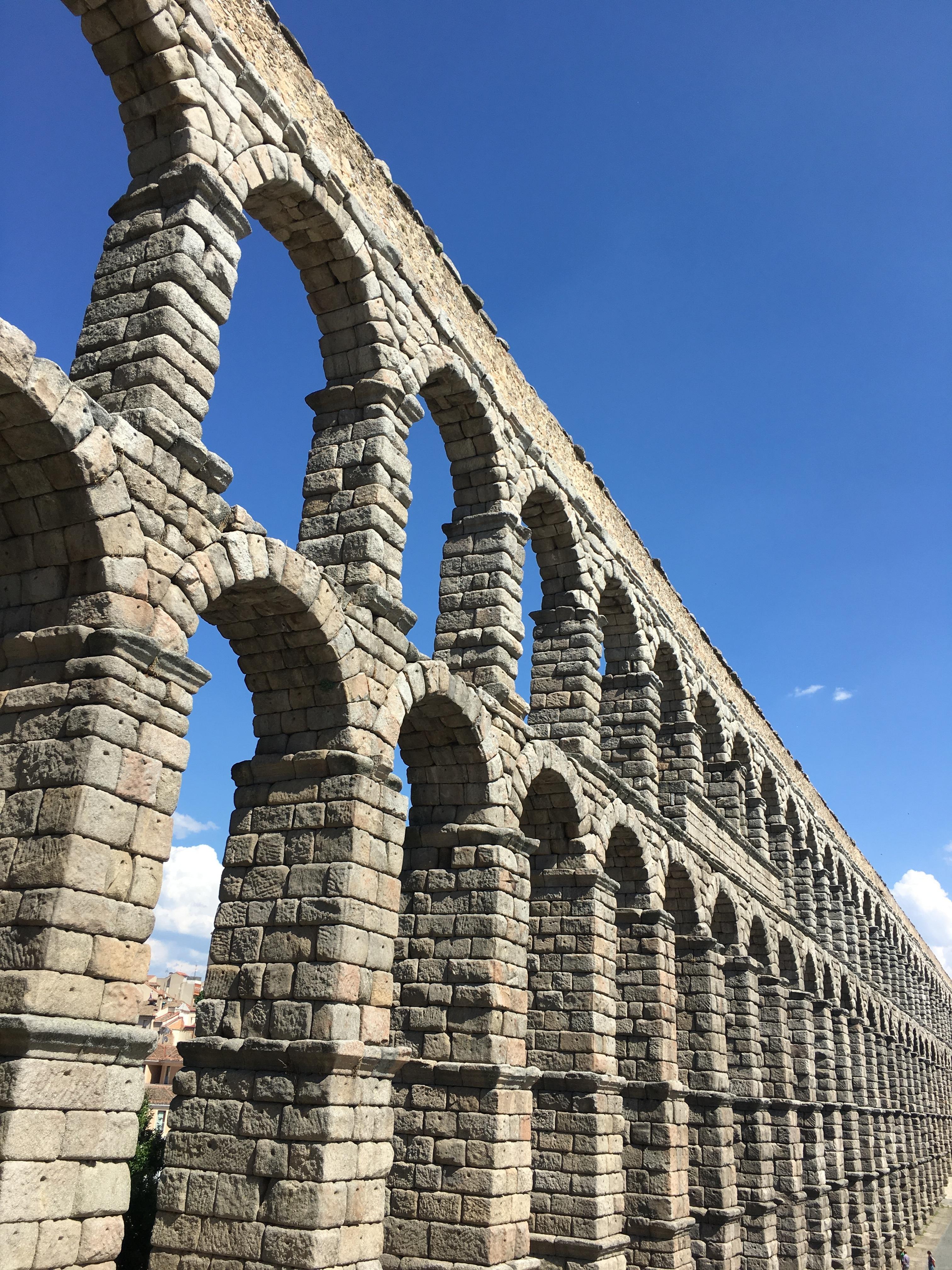 Fotos gratis arquitectura estructura puente edificio monumento arco columna punto de - Acueducto de segovia arquitectura ...