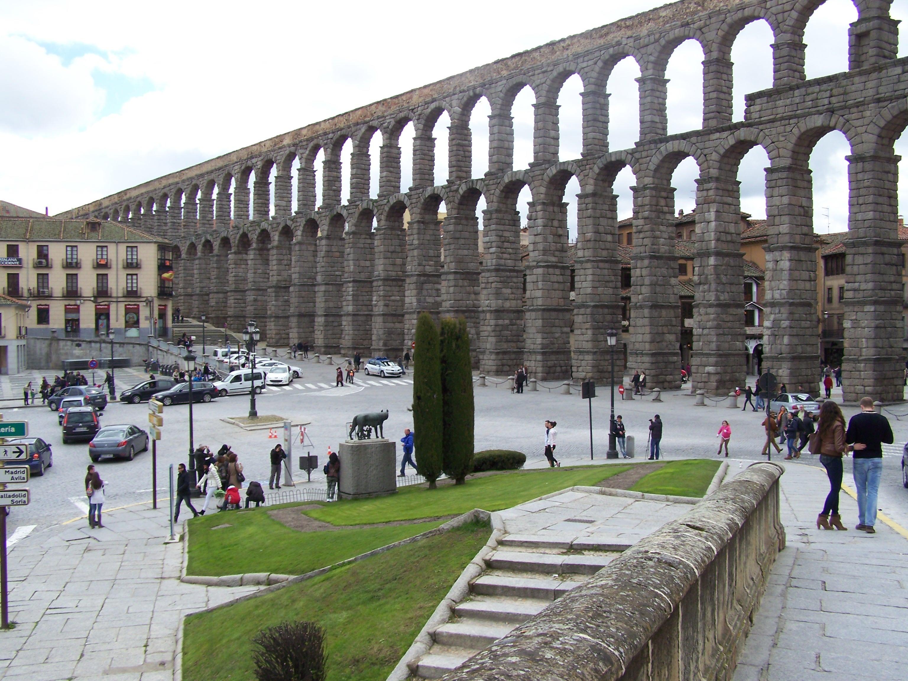 Fotos gratis arquitectura estructura puente pasarela monumento estadio arena anfiteatro - Acueducto de segovia arquitectura ...