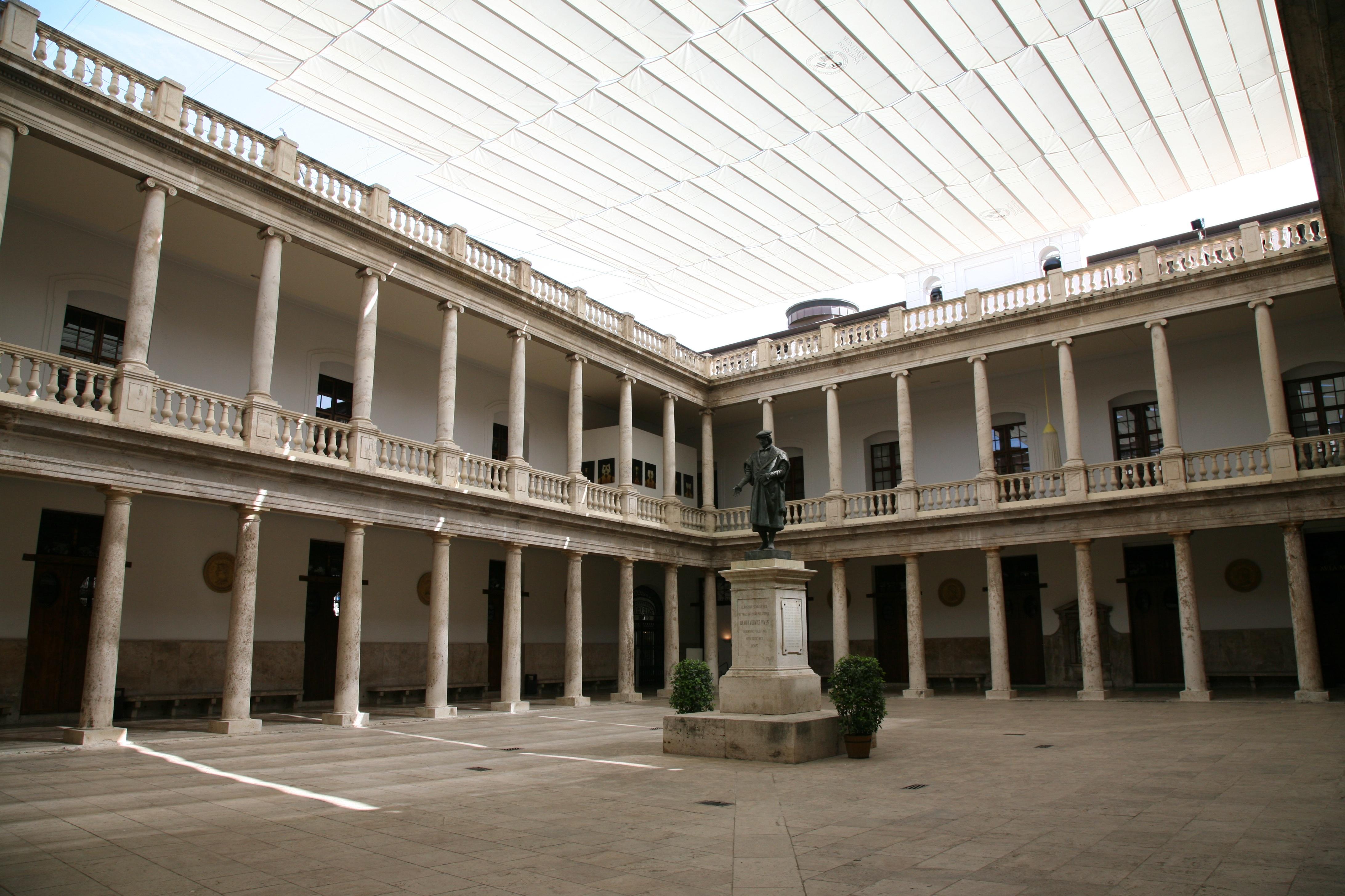 Fotos gratis arquitectura estructura edificio palacio for Universidades de arquitectura en espana