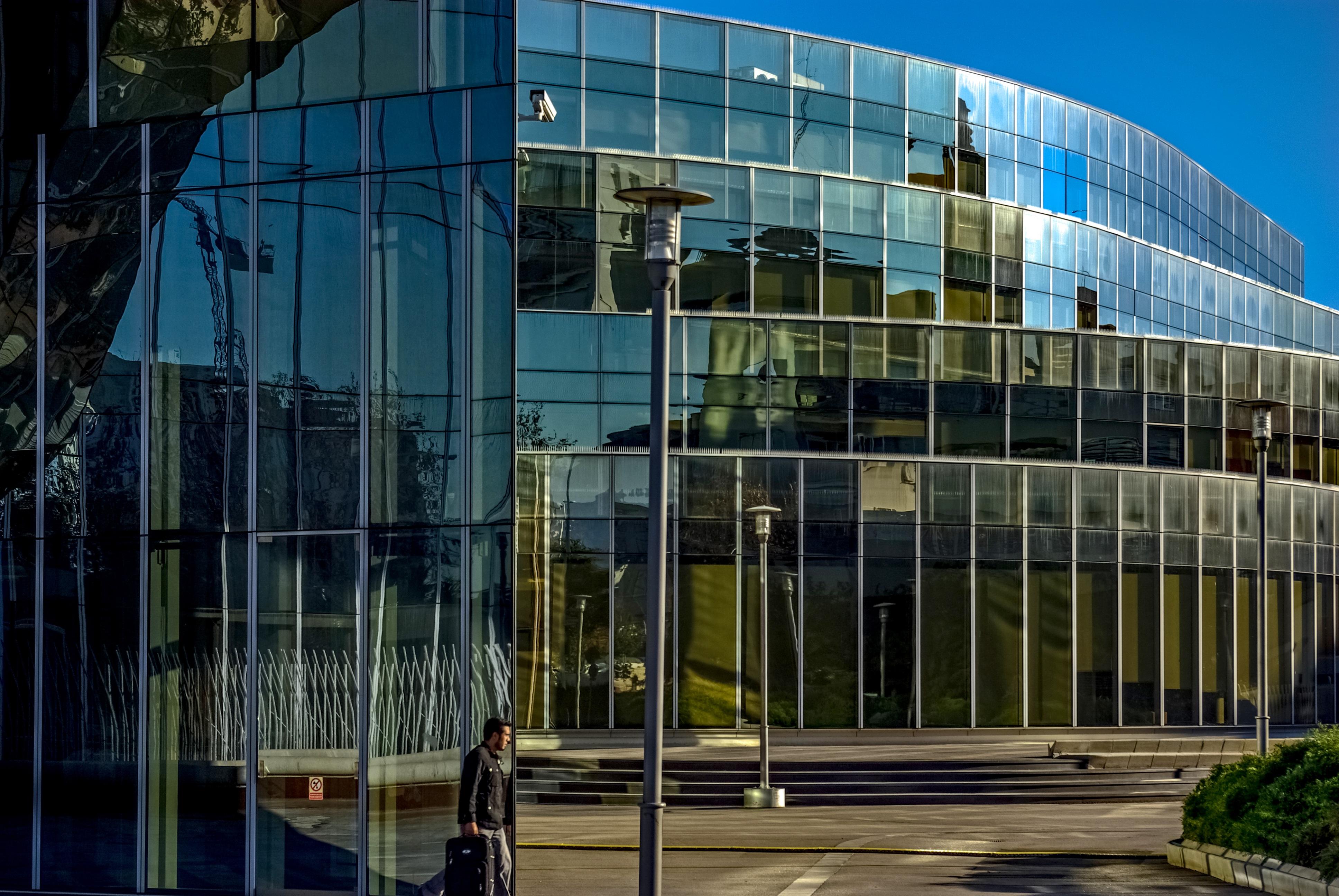 Фасады зданий фото из стекла