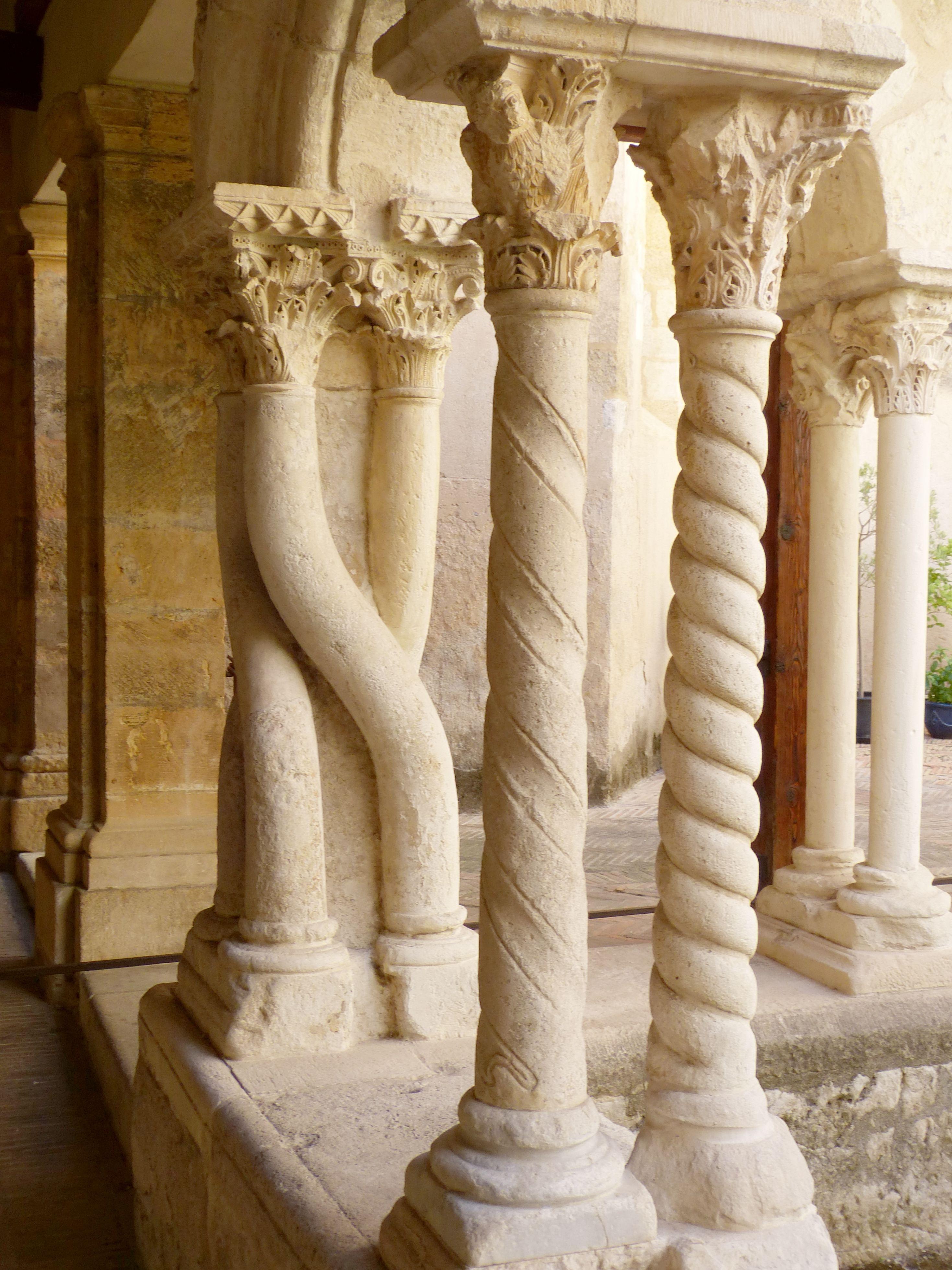 Images Gratuites architecture, structure, bois, b u00e2timent, monument, formation, statue,église  # Formation Sculpture Sur Bois