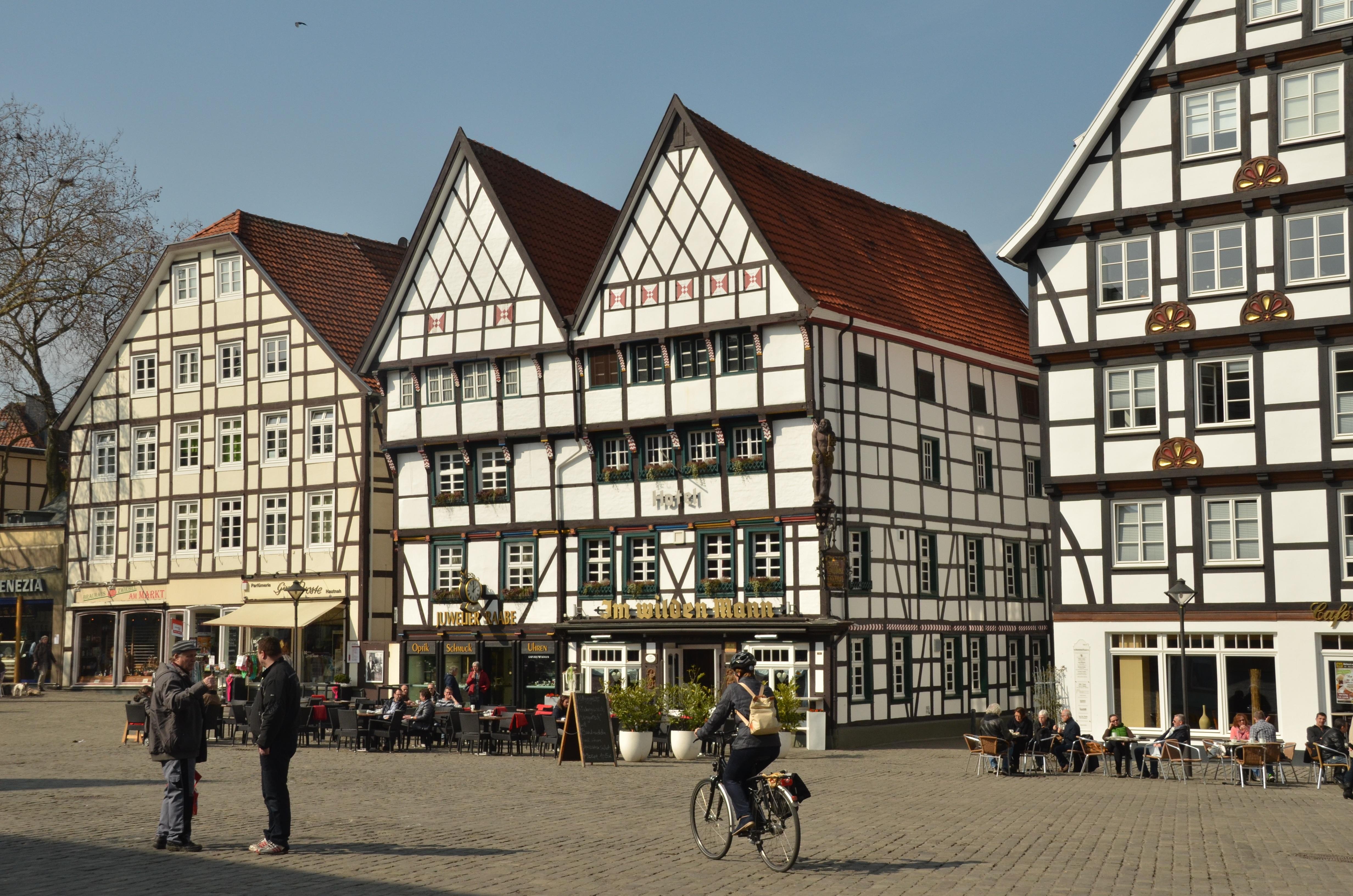 Fotos gratis : arquitectura, sol, pueblo, edificio, bicicleta ...