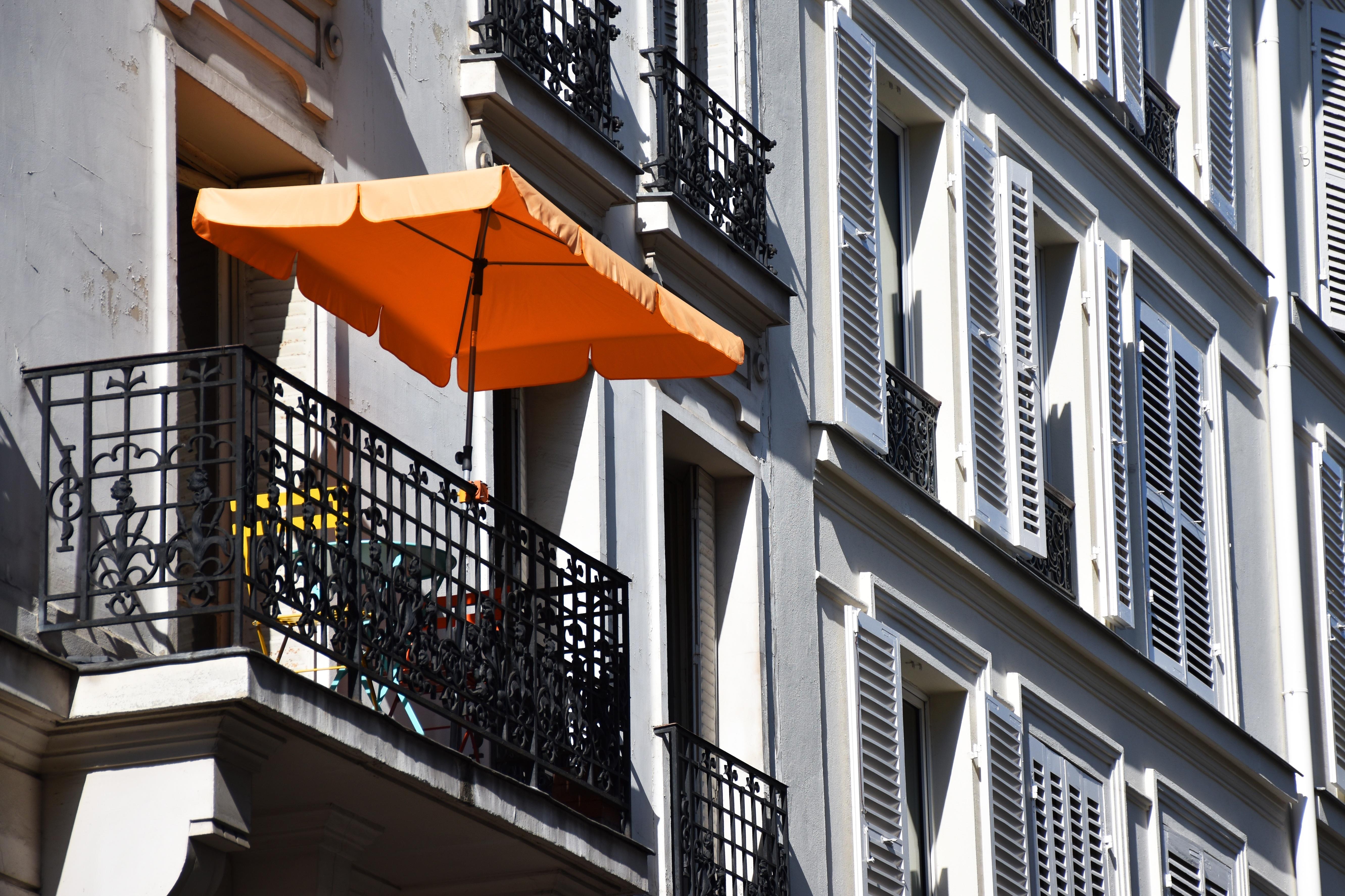 Картинки : архитектура, солнце, окно, здание, балкон, оранже.