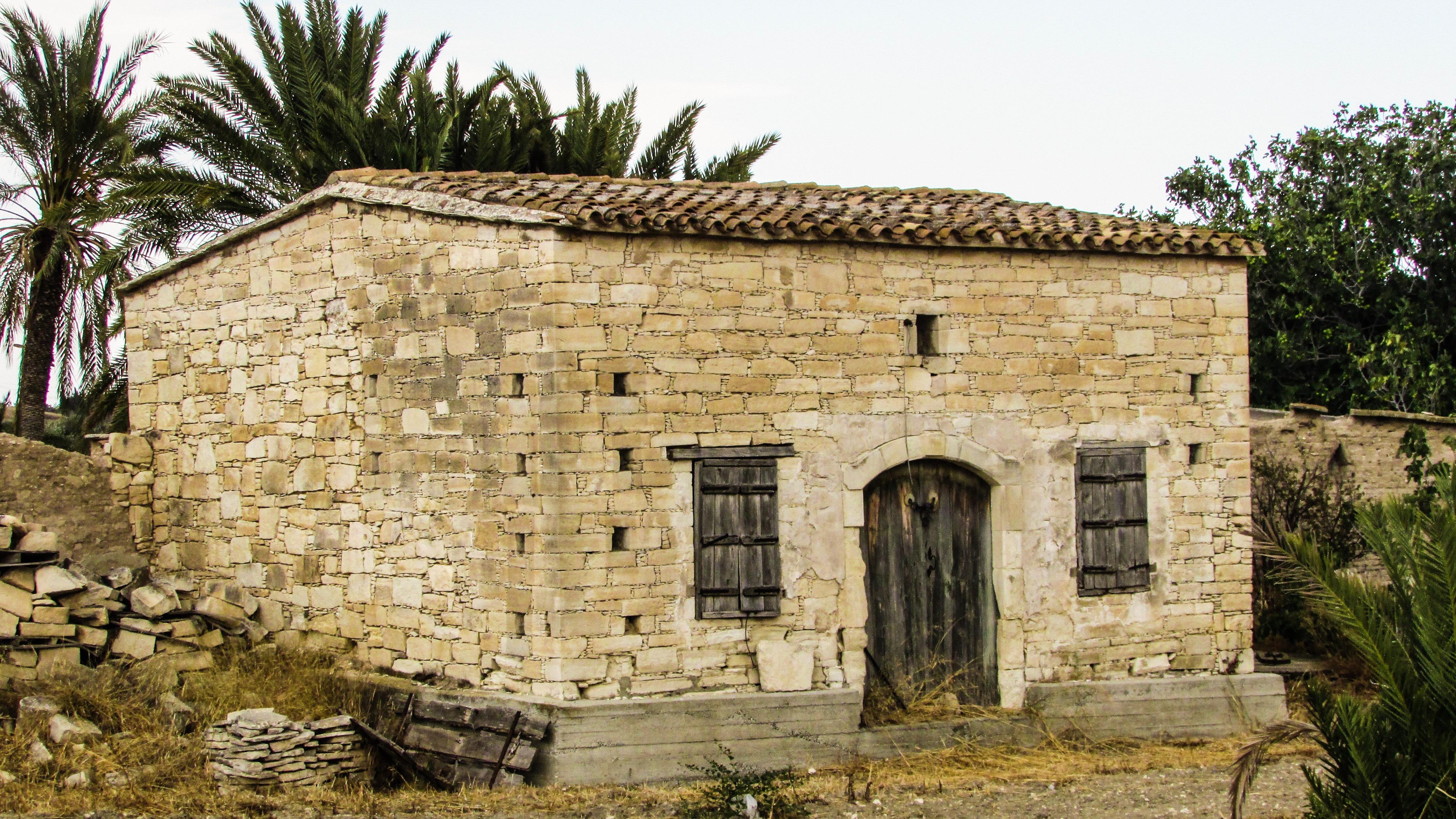Facciata casa in pietra good idee per la facciata di una for Una storia di casa piani di log