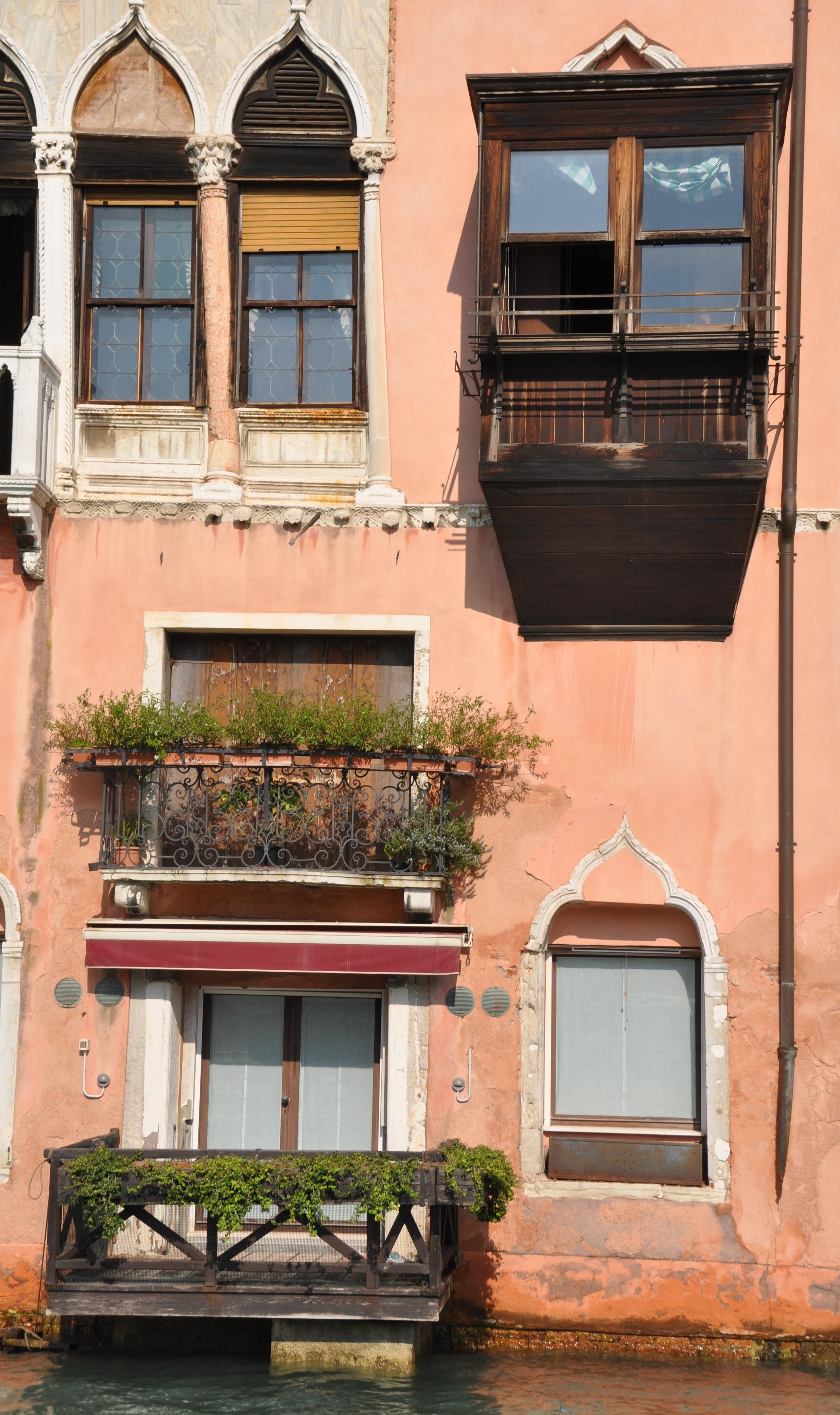 Images gratuites architecture villa maison fen tre b timent balcon chalet fa ade for Fenetre villa