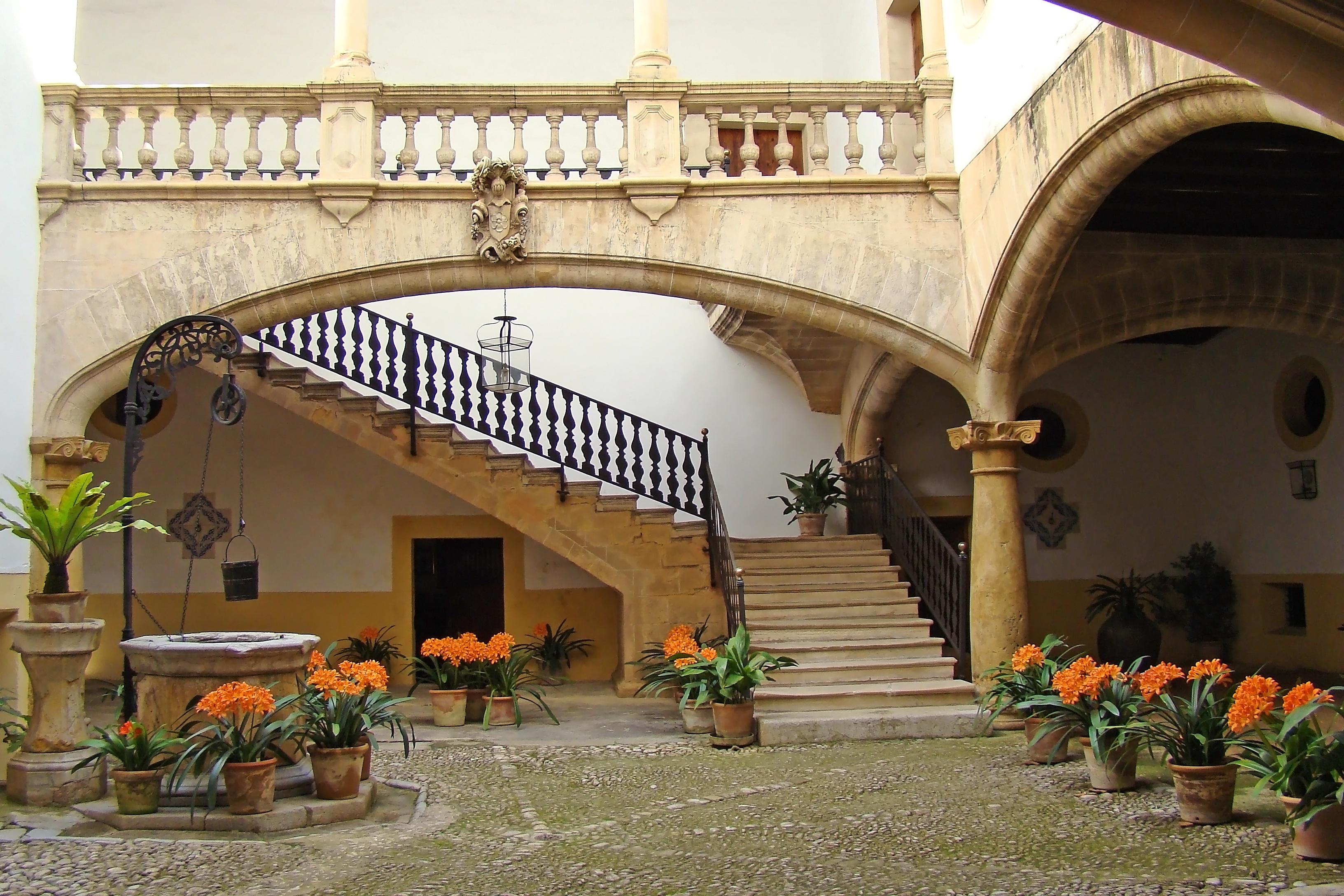 Fotos gratis arquitectura villa palacio casa edificio ciudad maceta balc n arco - La casa de la maceta ...