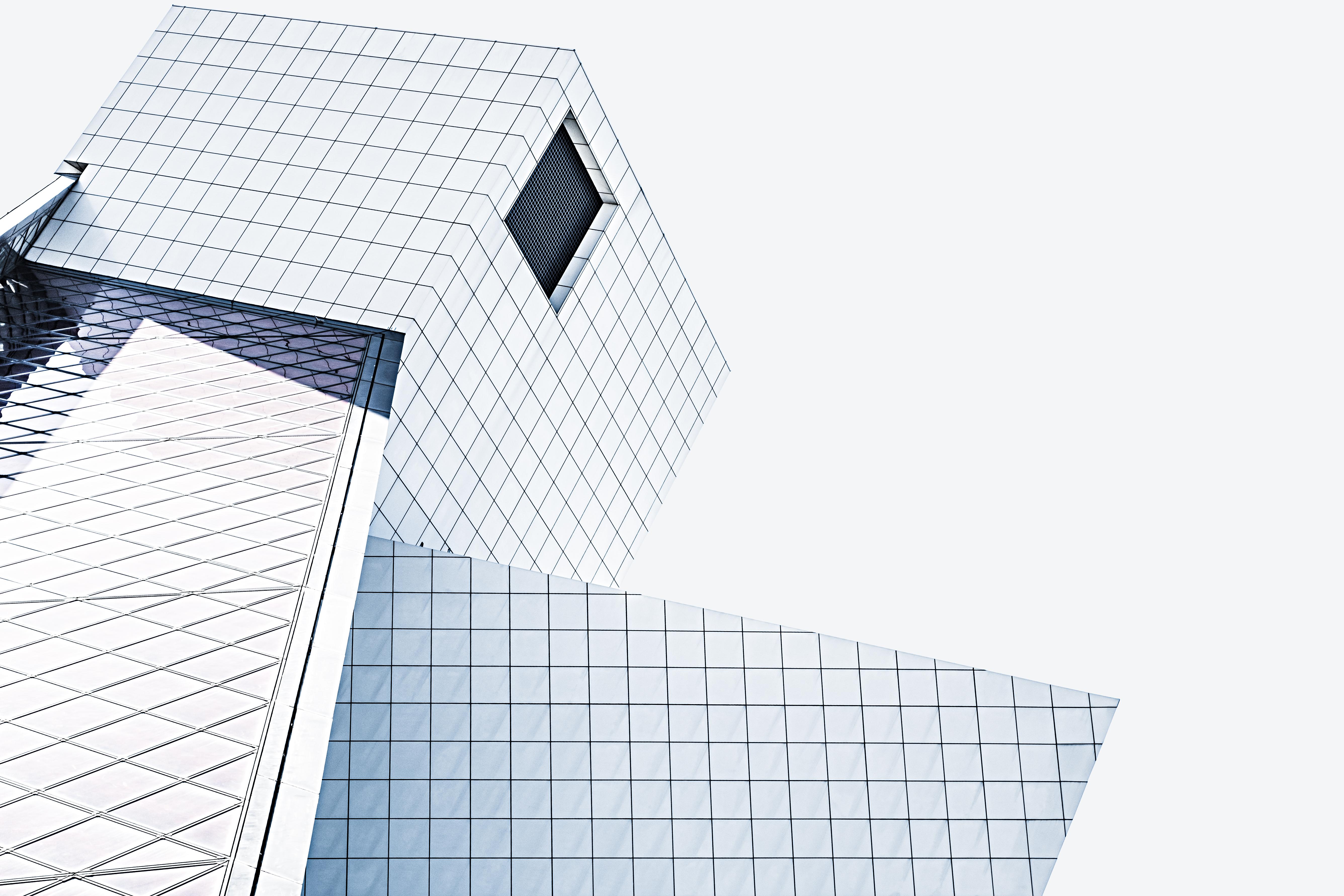 Gambar Arsitektur Putih Bangunan Pencakar Langit Pola Garis