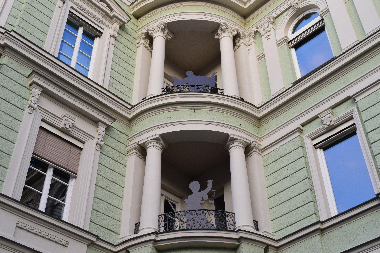 images gratuites architecture b timent ville fa ade droite de colonne hauswand fen tre. Black Bedroom Furniture Sets. Home Design Ideas
