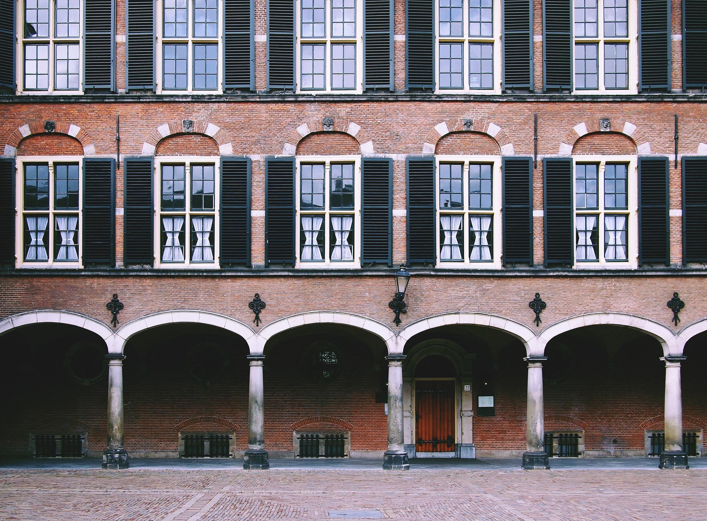 Banco de imagens arquitetura janela constru o pal cio cal ada portuguesa centro da - Persianas palacio ...