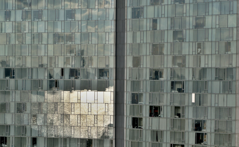 Free images architecture glass building city for Building sans fenetre new york
