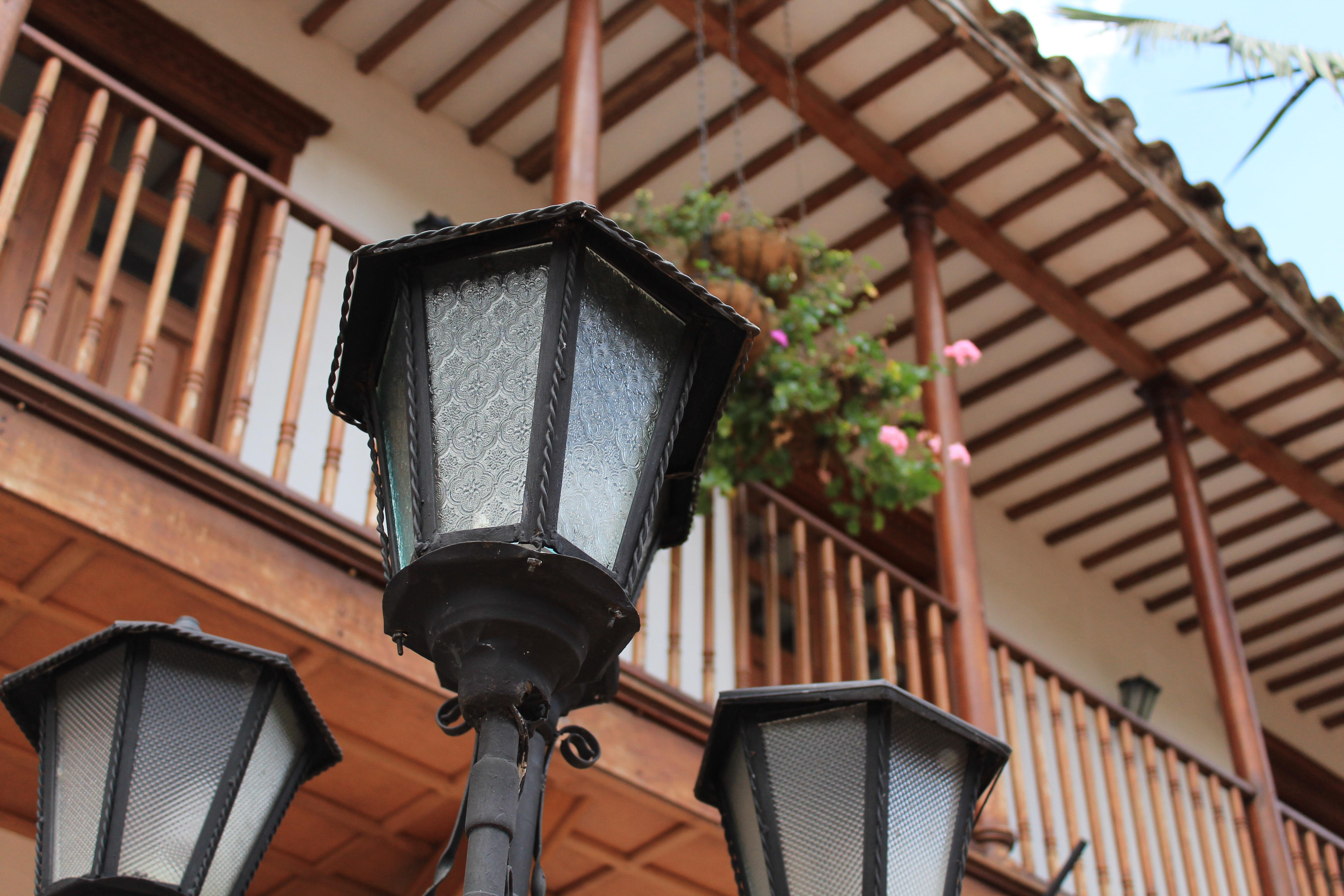 images gratuites architecture fen tre toit balcon lanterne fa ade r sidentiel vieil. Black Bedroom Furniture Sets. Home Design Ideas