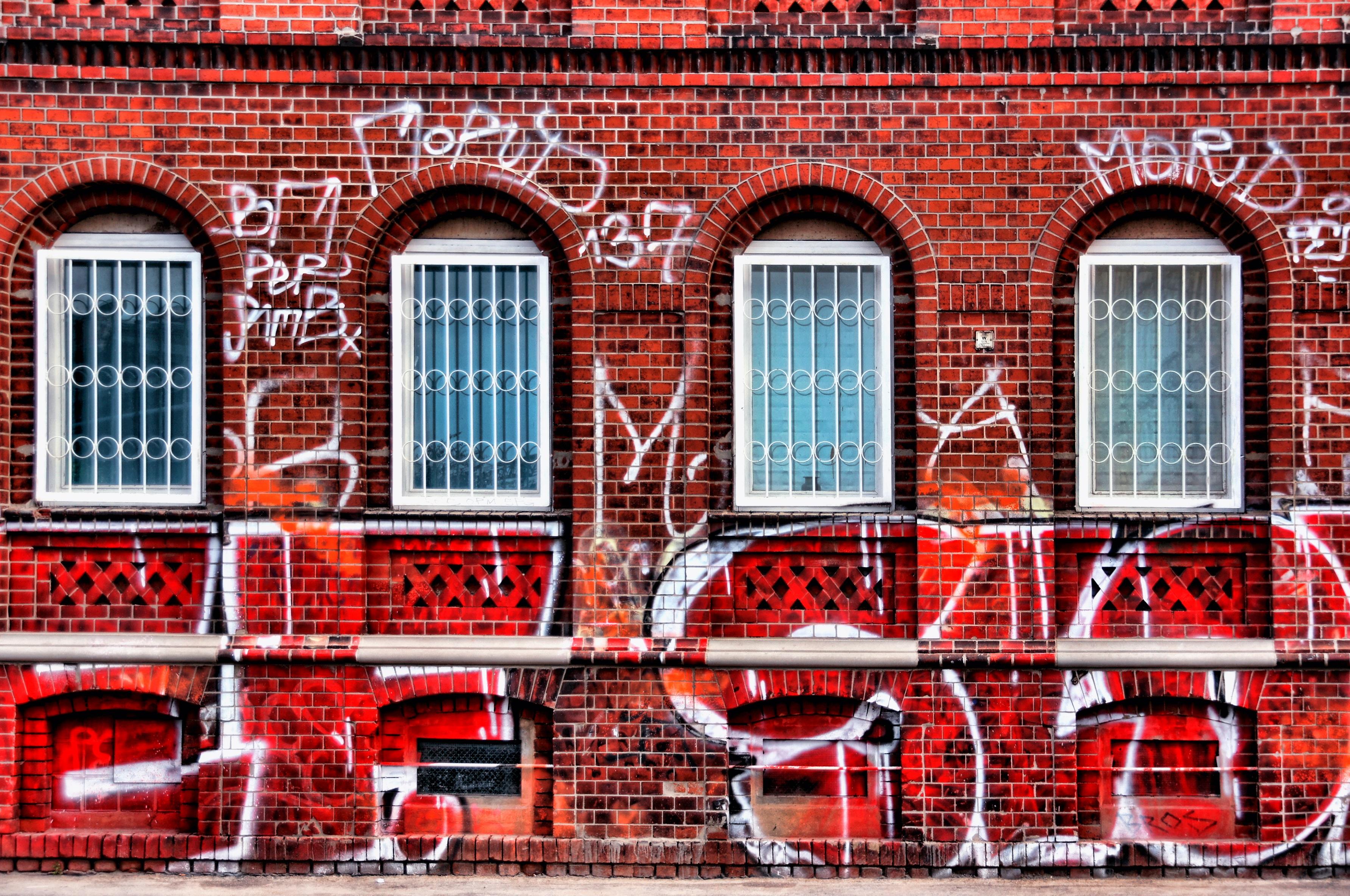 Grafiti wall red - Architecture Window Wall Suburb Red Spray Facade Factory Brick Graffiti Painting Art Design Leipzig Brickwork Wall