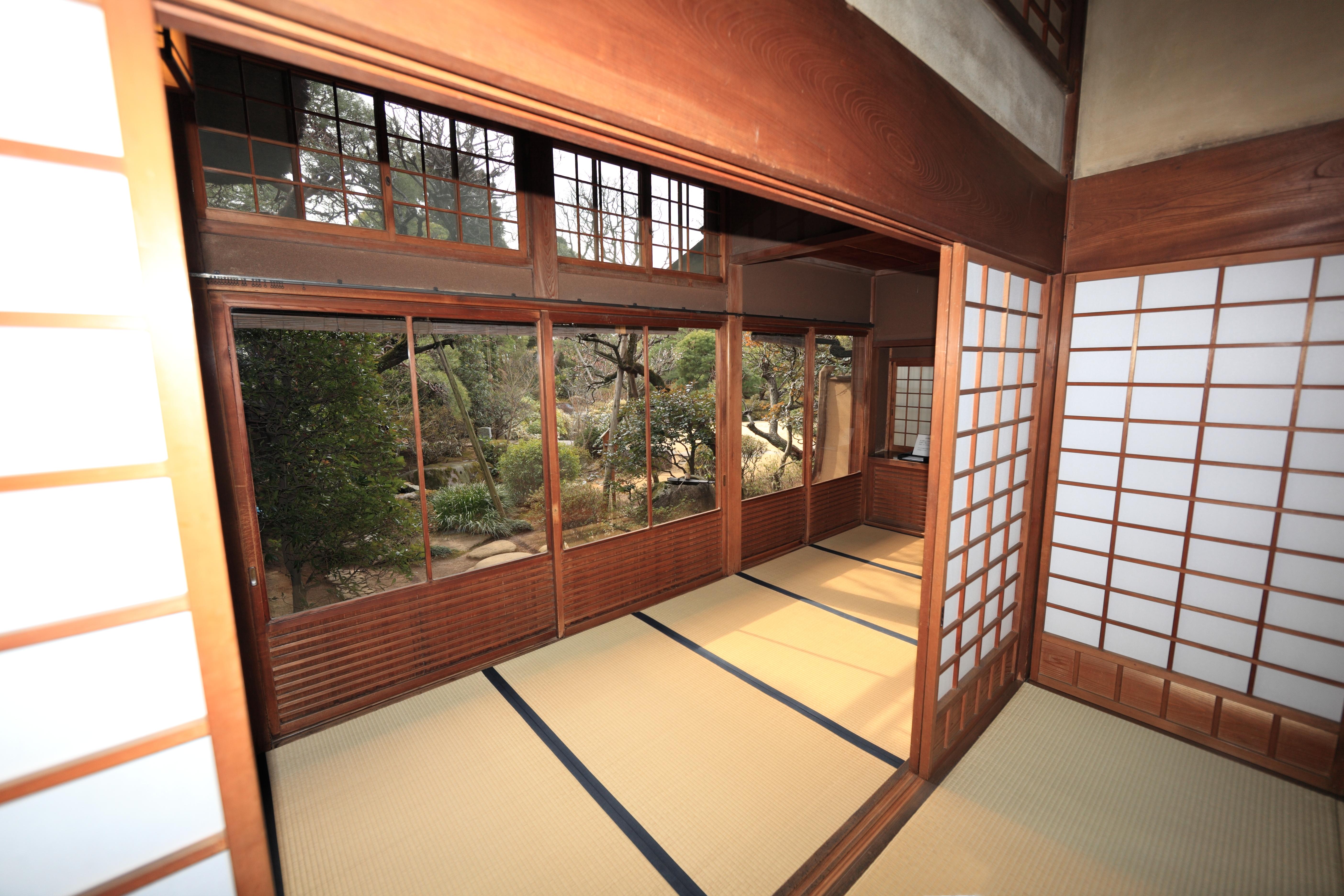 Gambar Arsitektur Kayu Rumah Lantai Pedalaman Jendela Tinggi