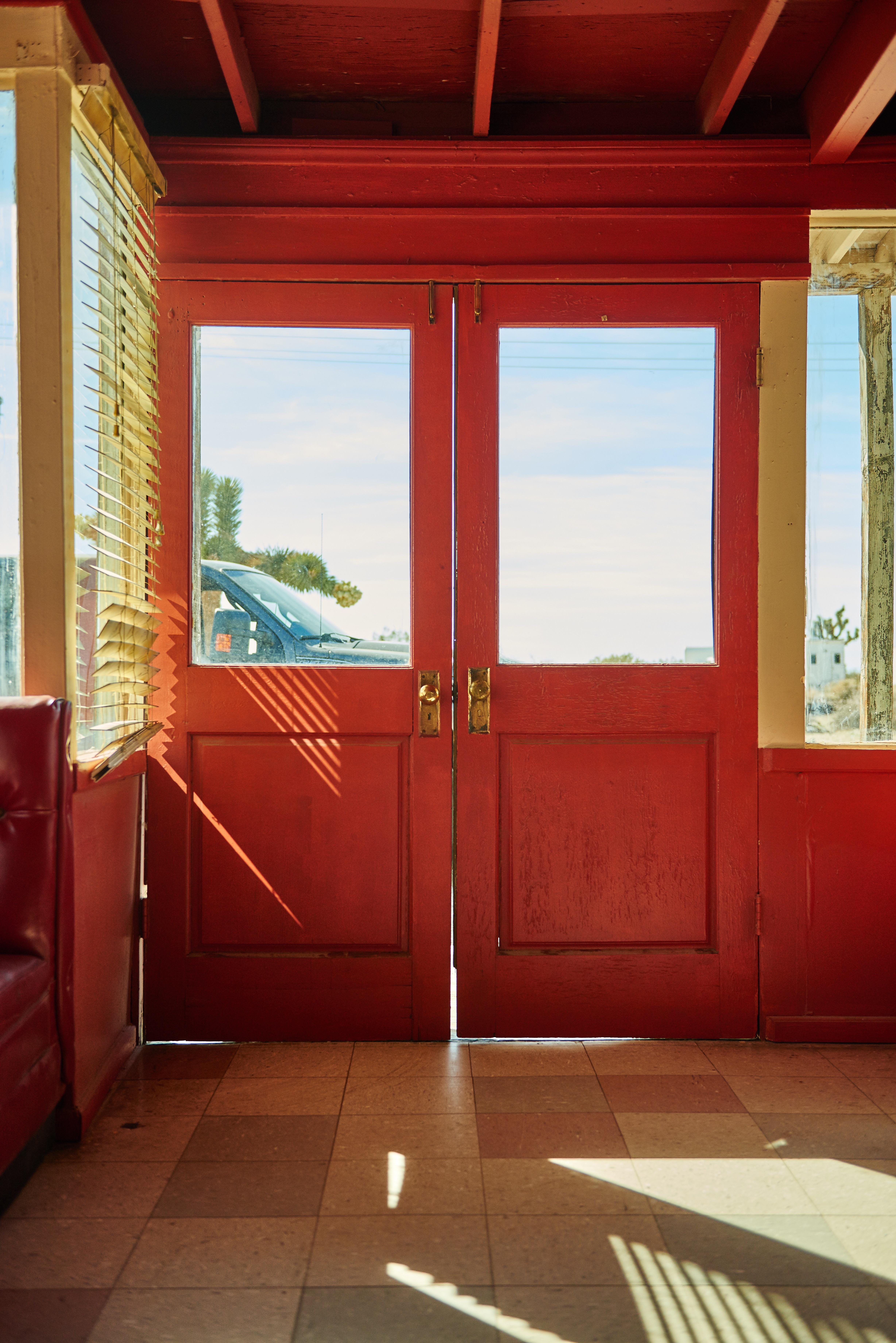 무료 이미지 건축물 목재 집 바닥 창문 현관 빨간 색깔 정면 재산 거실 방
