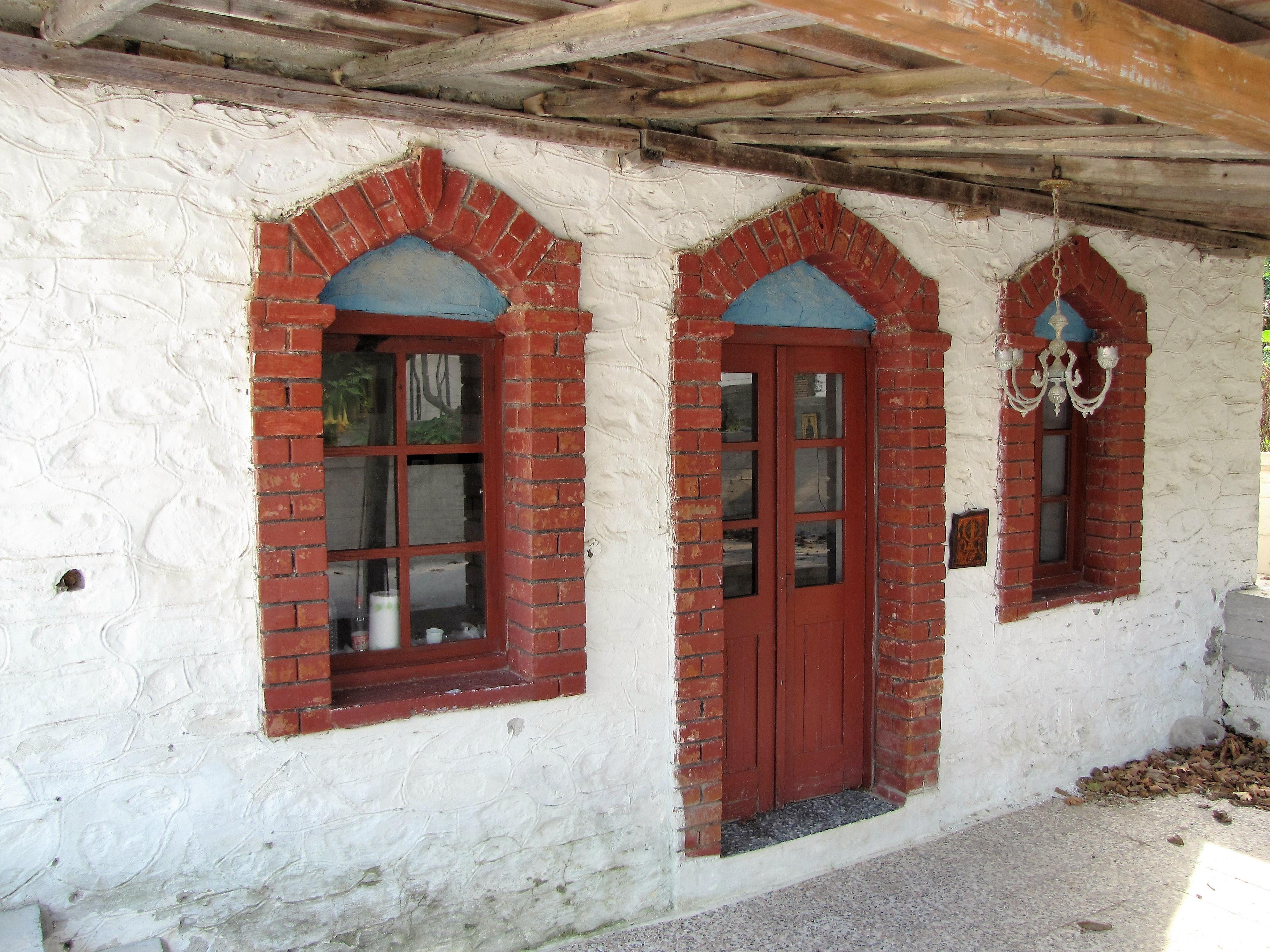Fotos gratis arquitectura madera casa ventana for Fachada de ladrillo