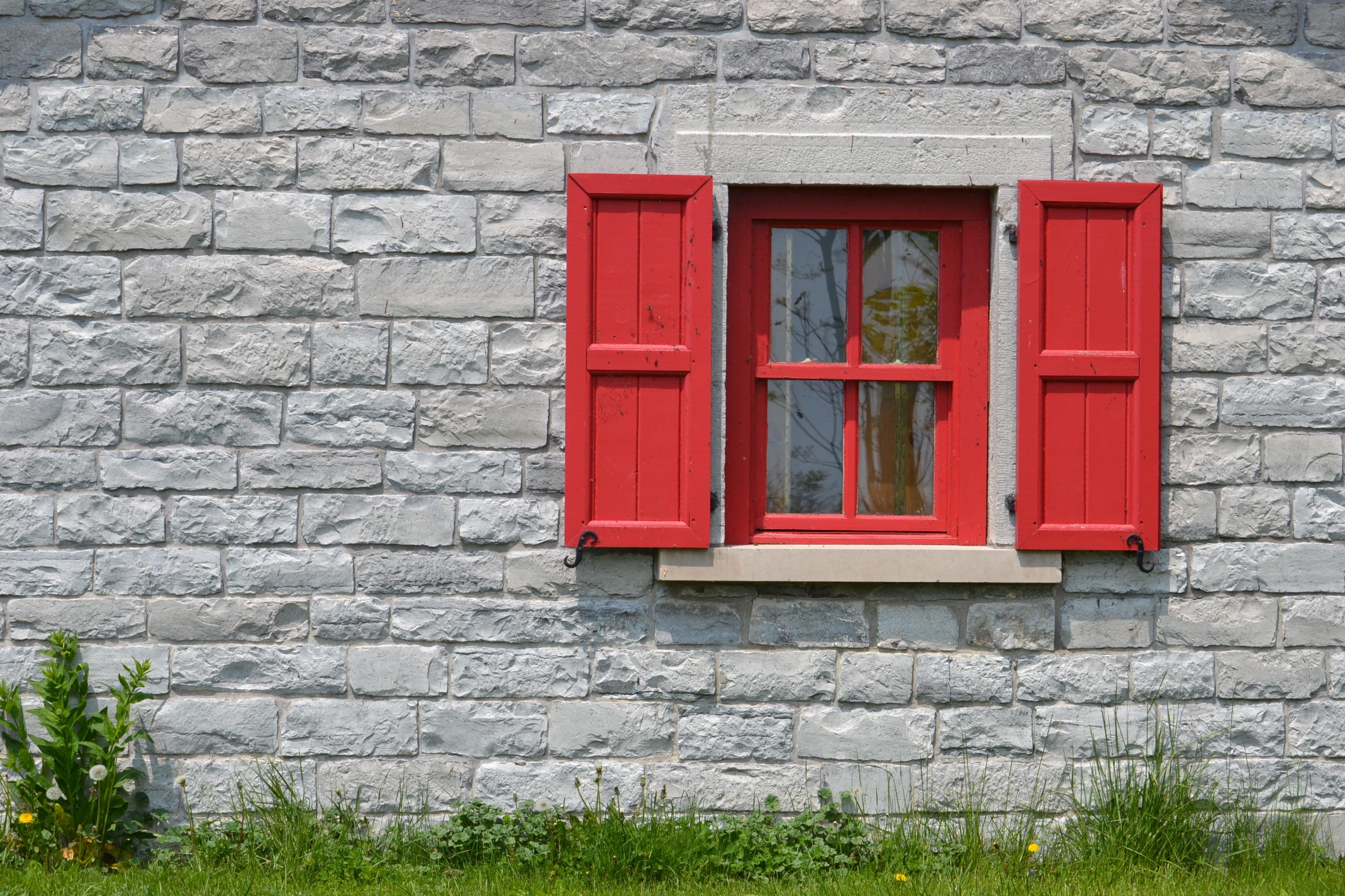 прочный камень, картинка кирпичного дома с дверью поклонников