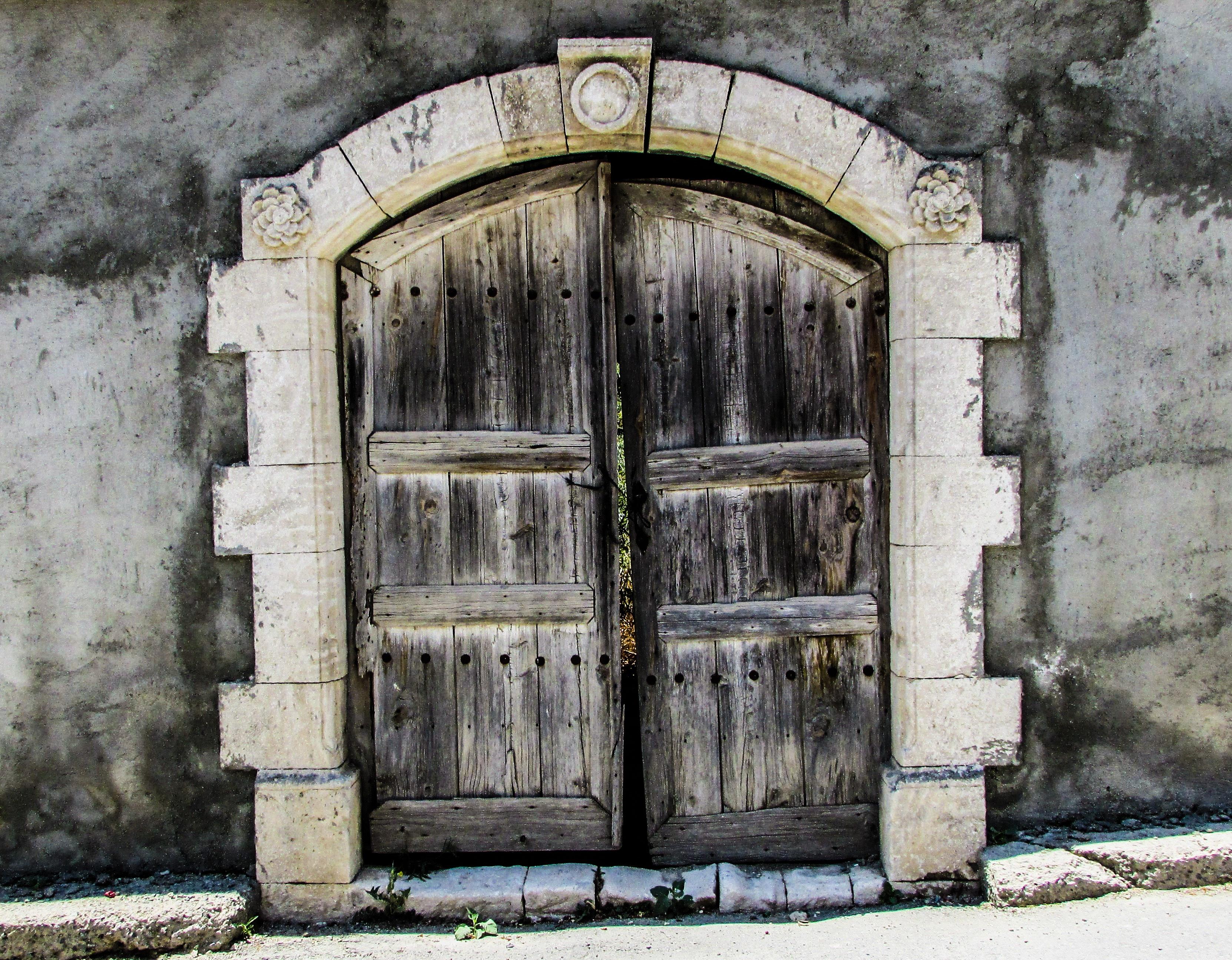 Porte d entre maison ancienne simple mufo porte d entree for Porte d entree maison ancienne
