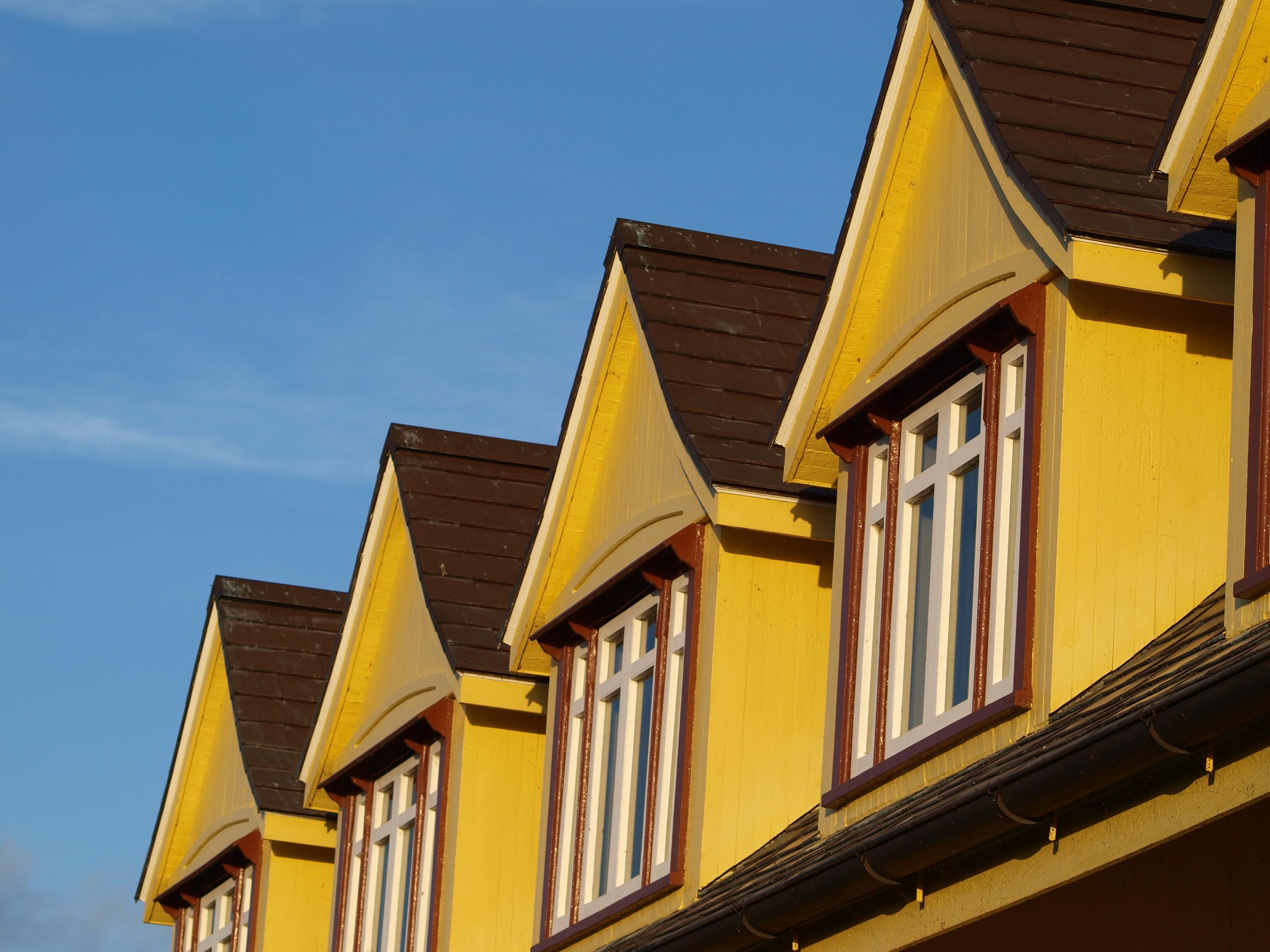 Fassade Gelb kostenlose foto die architektur holz haus fenster dach