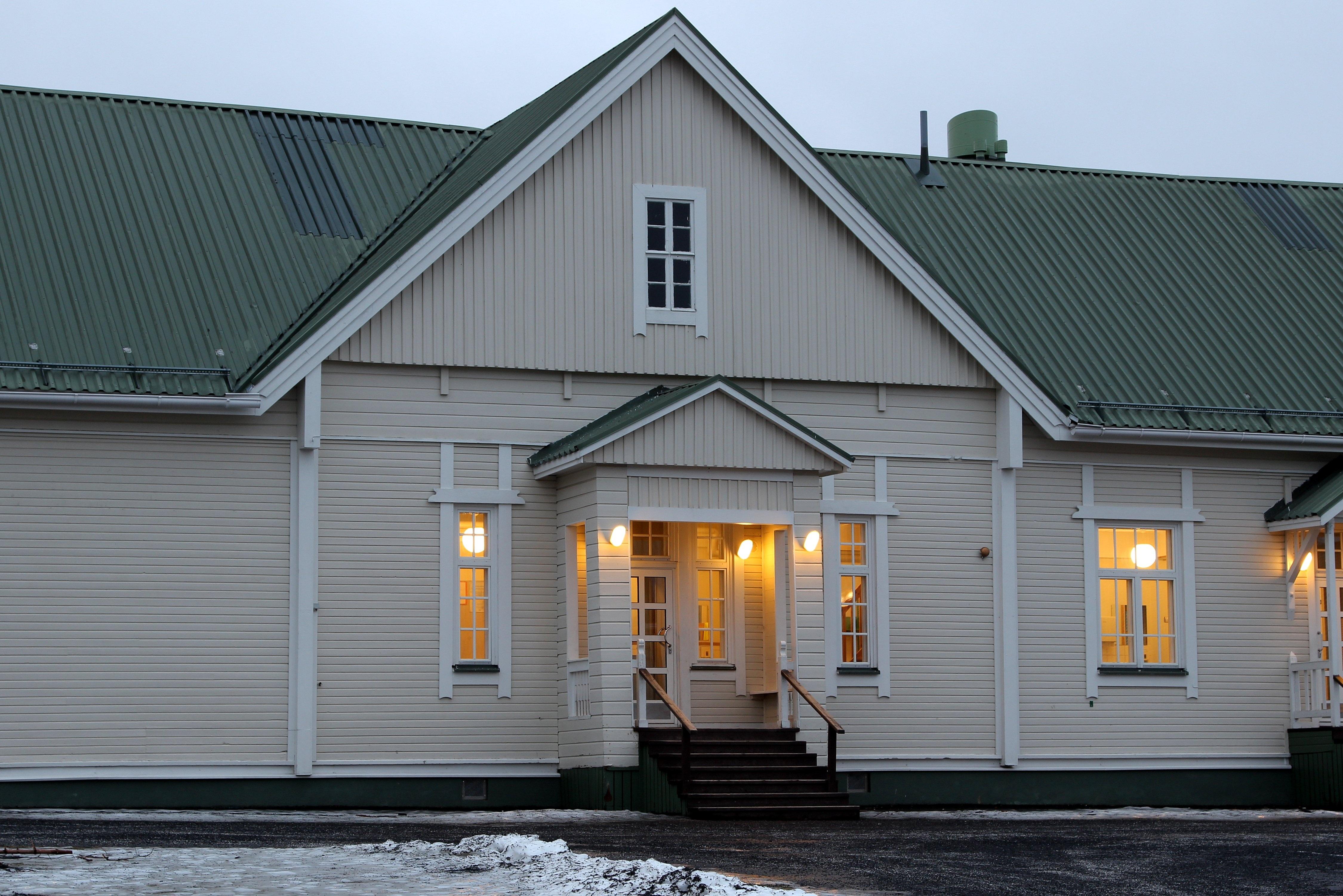 Fotos gratis arquitectura ventana techo edificio for Educacion exterior