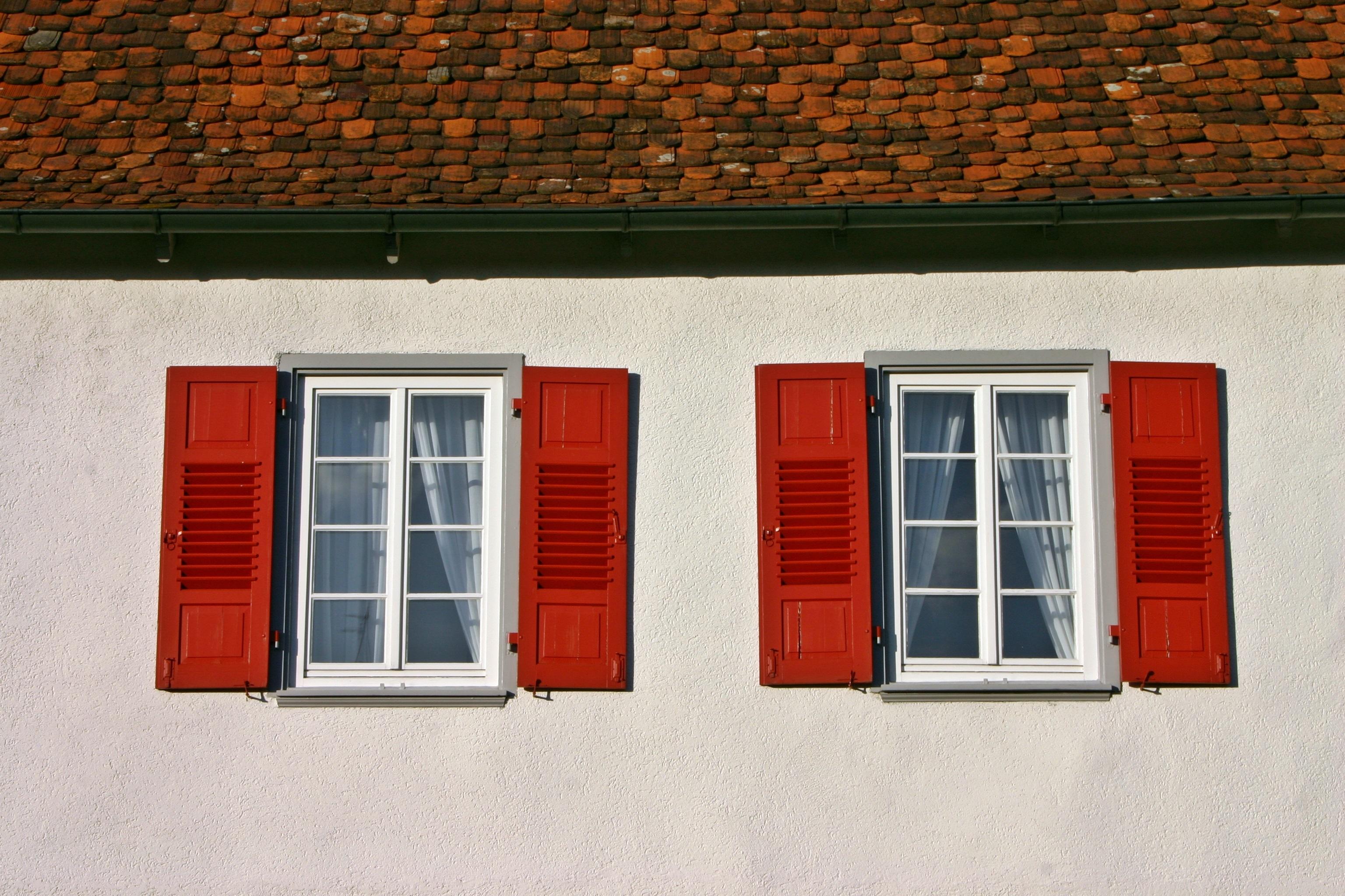 Kostenlose Foto : Die Architektur, Holz, Haus, Fenster, Dach, Gebäude,  Zuhause, Mauer, Rot, Farbe, Fassade, Fliese, Zwei, Bunt, Ziegel, Tür, ...