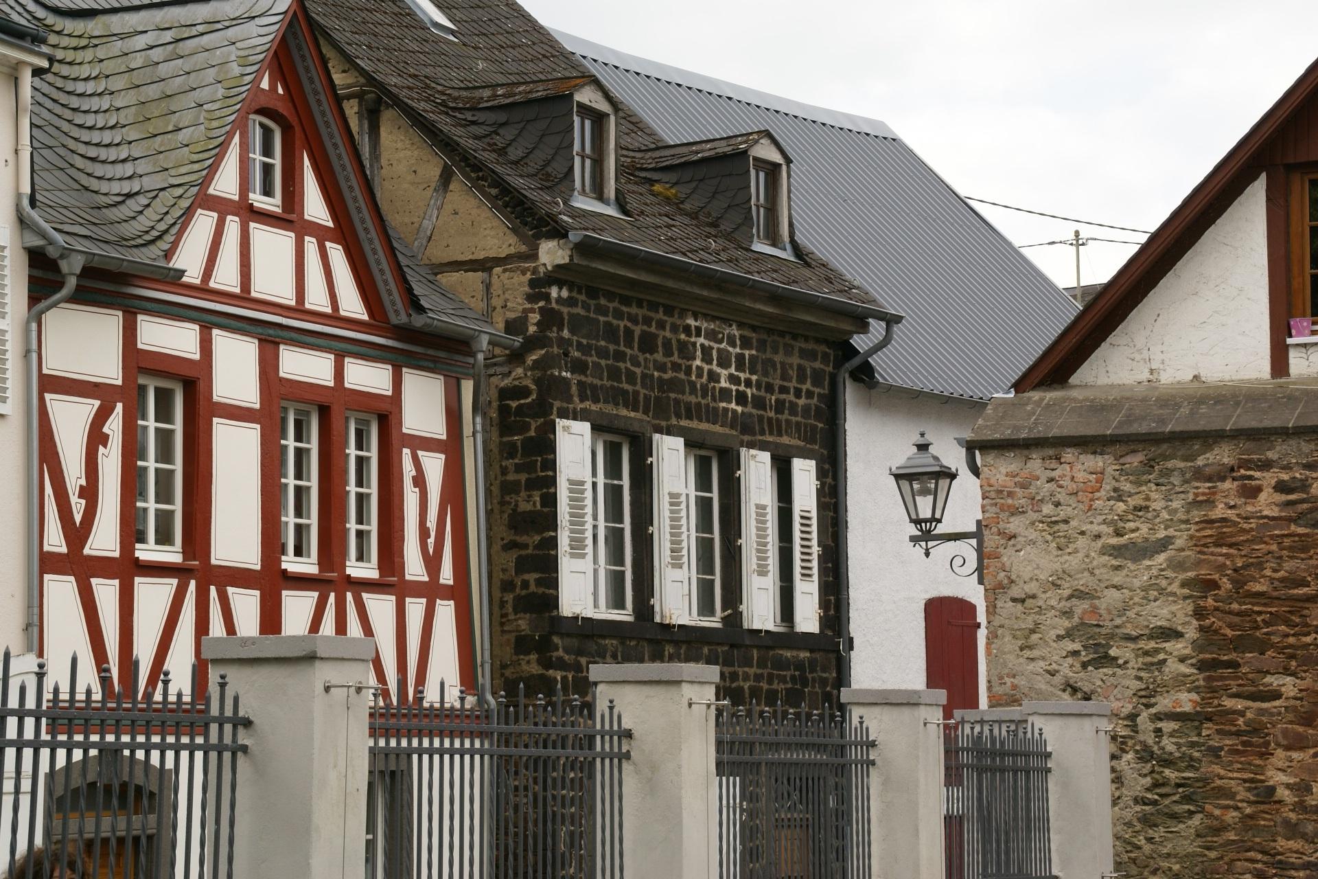 Fotos gratis : arquitectura, casa, ventana, pueblo, techo, edificio ...