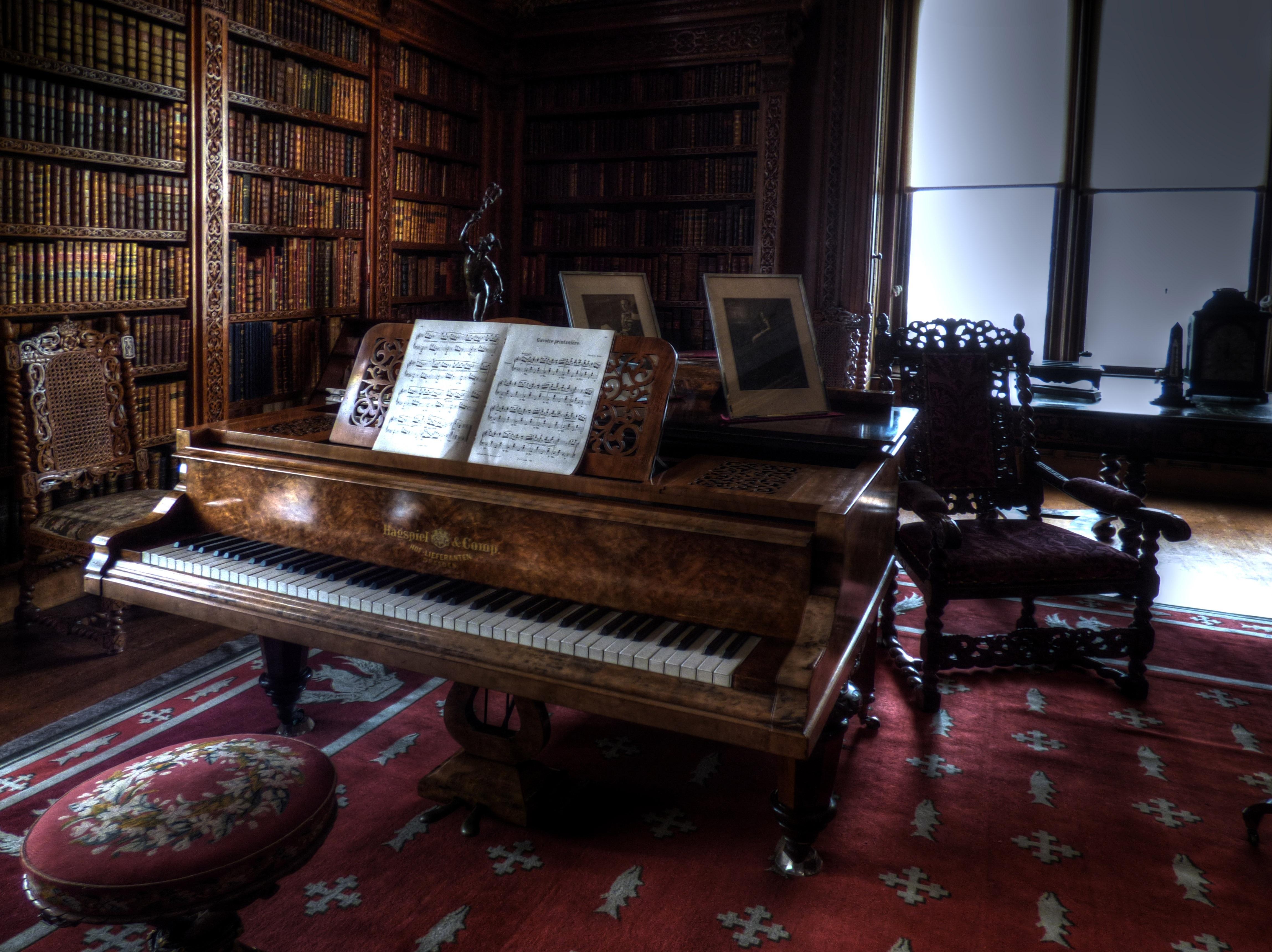 еще картинки старого пианино другими словами