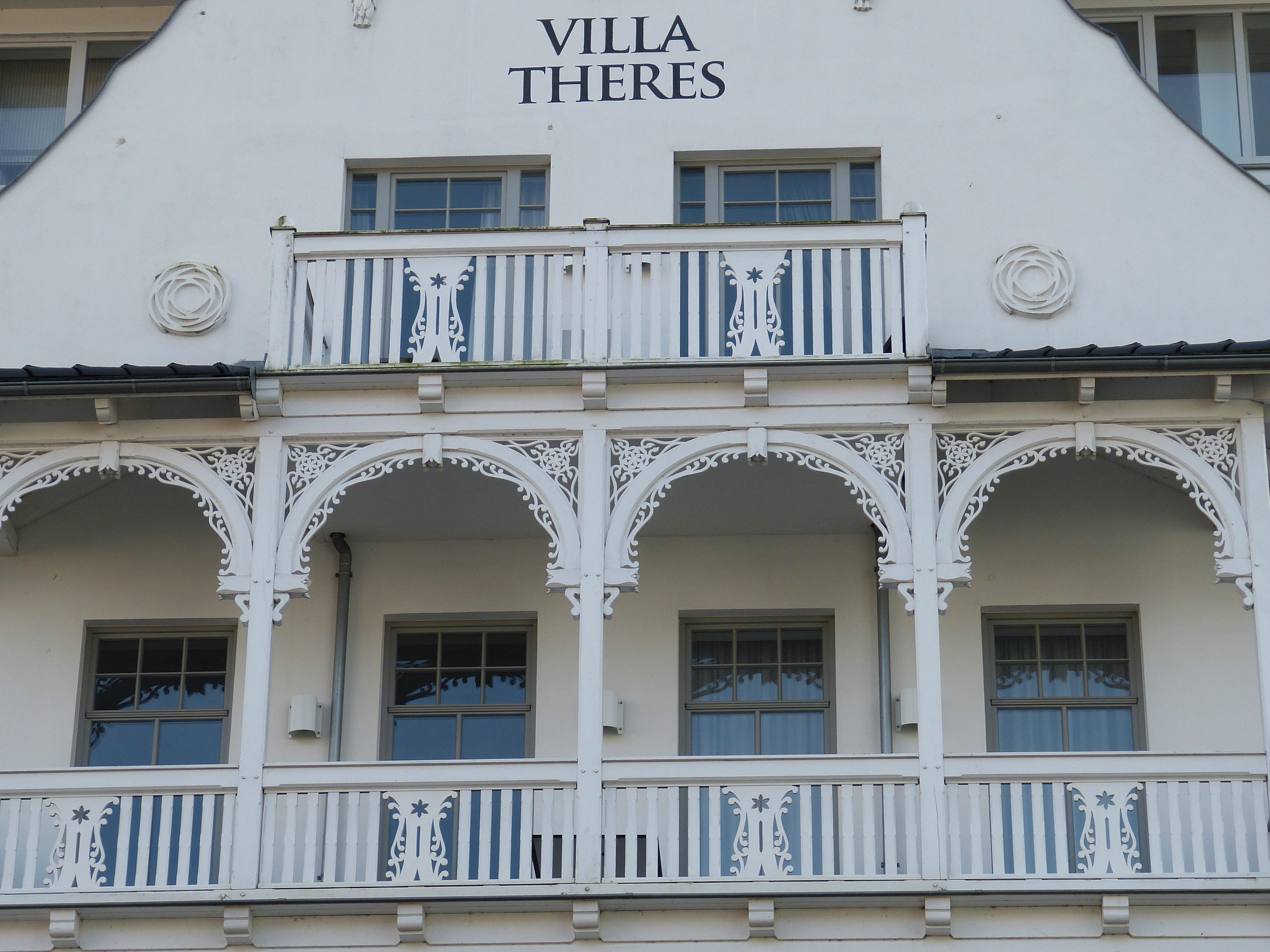 images gratuites architecture bois manoir maison fen tre b timent palais balcon. Black Bedroom Furniture Sets. Home Design Ideas