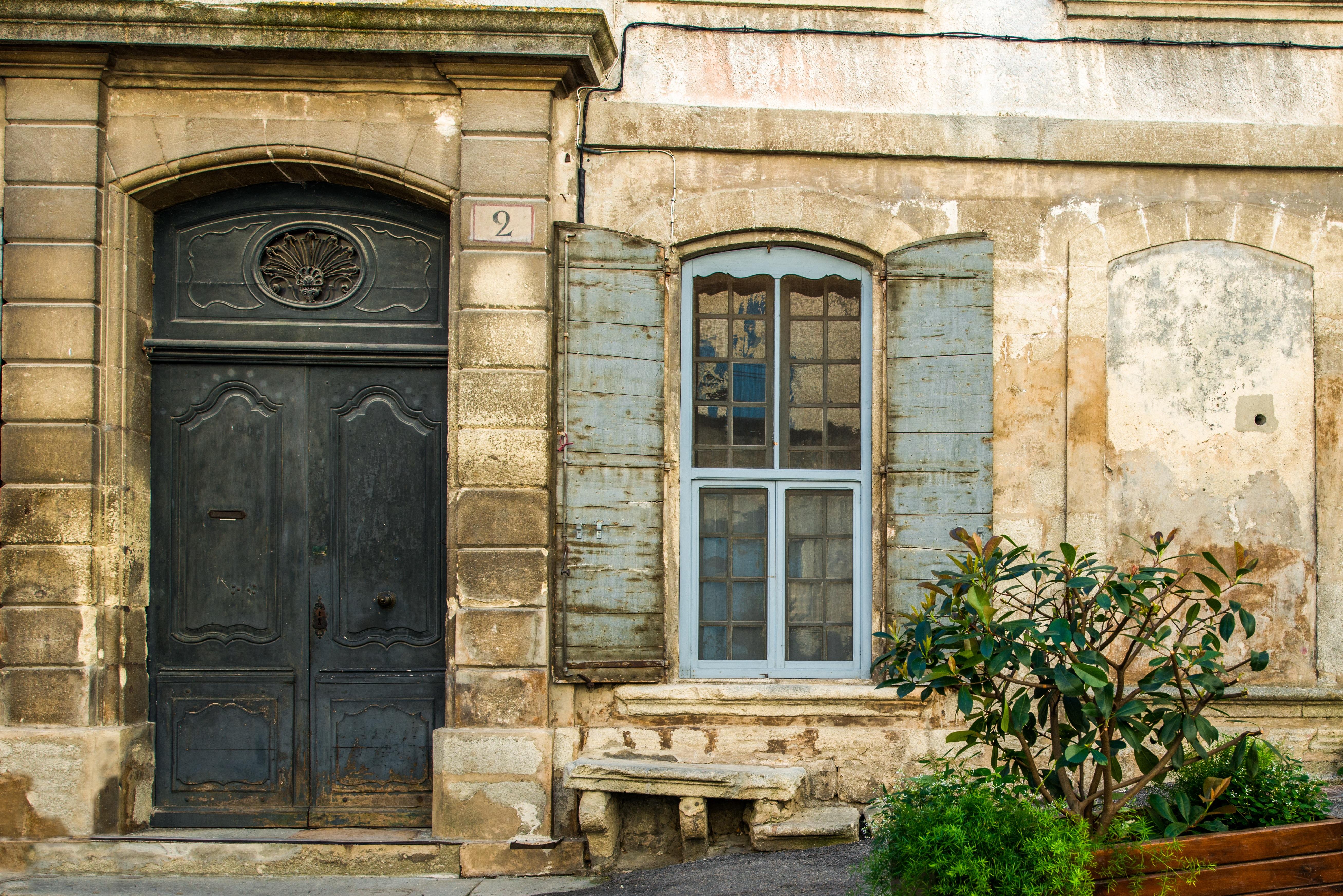 Fotos gratis arquitectura madera palacio ventana for Puerta casa antigua