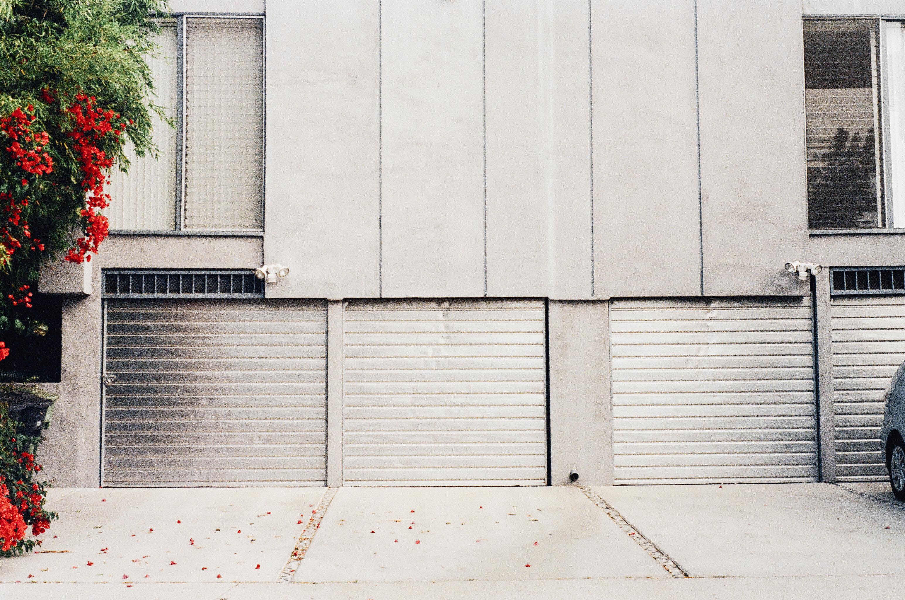 Fotos gratis arquitectura madera blanco casa piso pared fachada garaje mueble dise o - Muebles para garaje ...