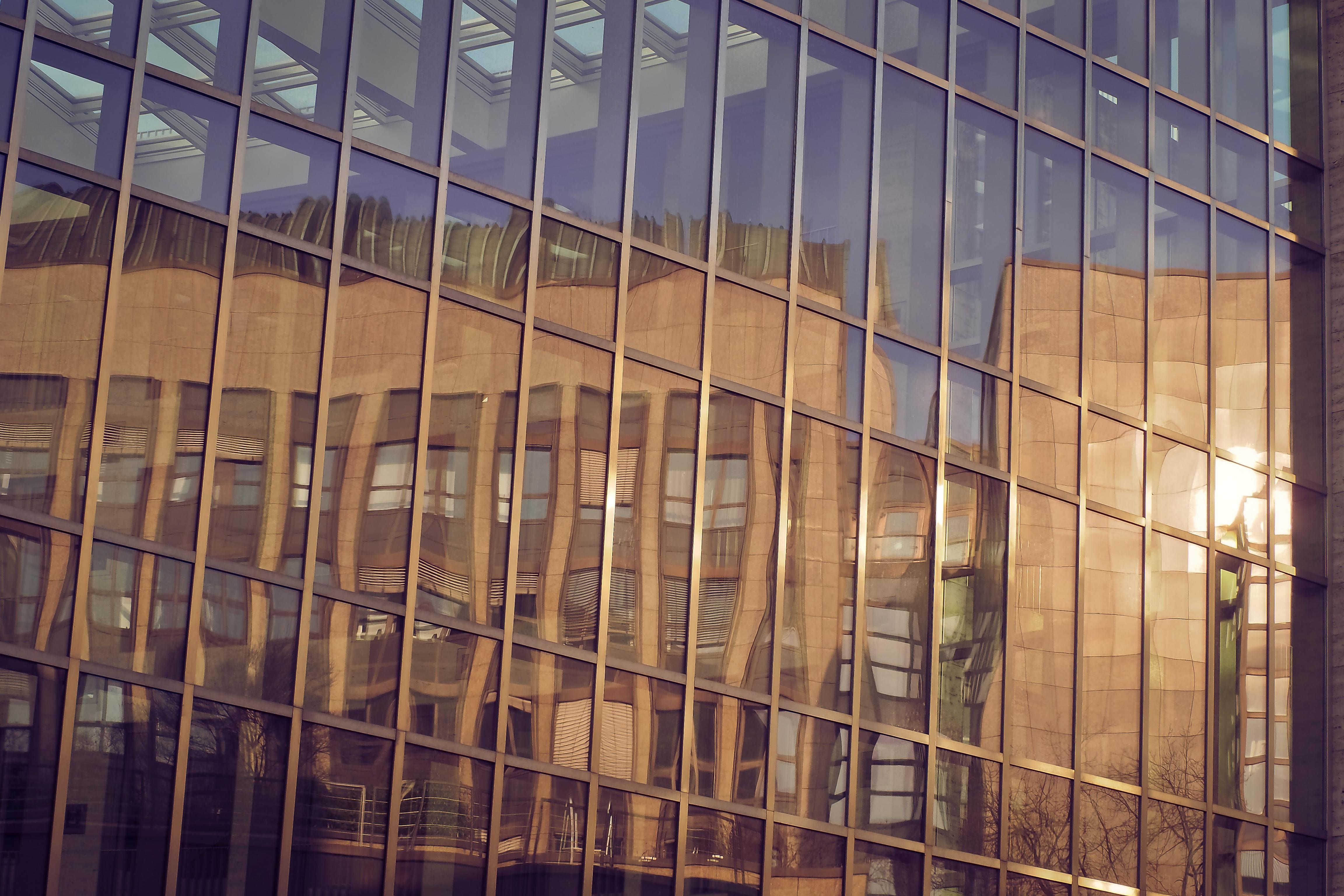 무료 이미지 : 건축물, 목재, 창문, 건물, 시티, 벽, 선, 반사, 정면 ...