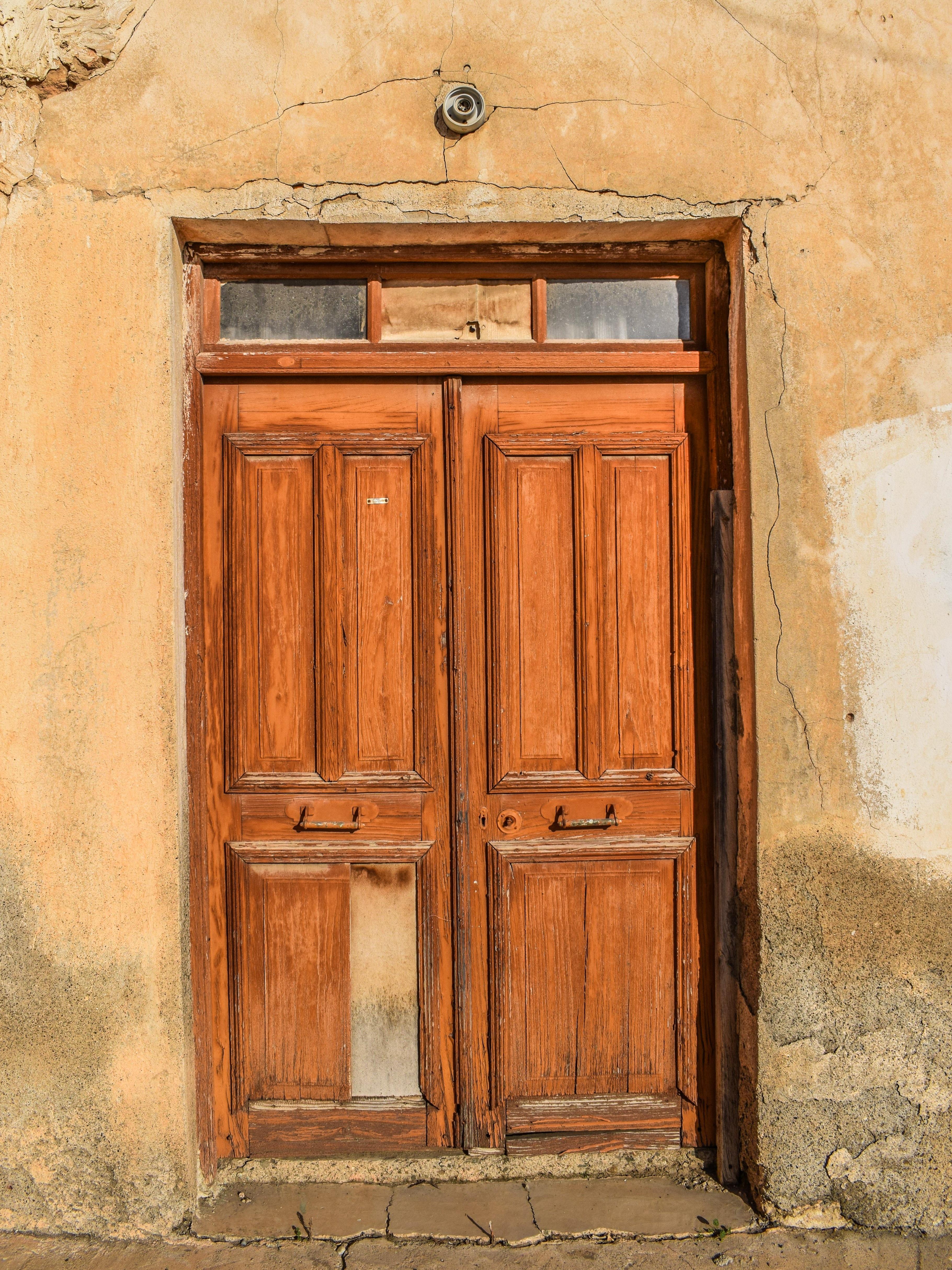 Como envejecer un mueble de madera awesome preparar for Como pintar una puerta de madera vieja