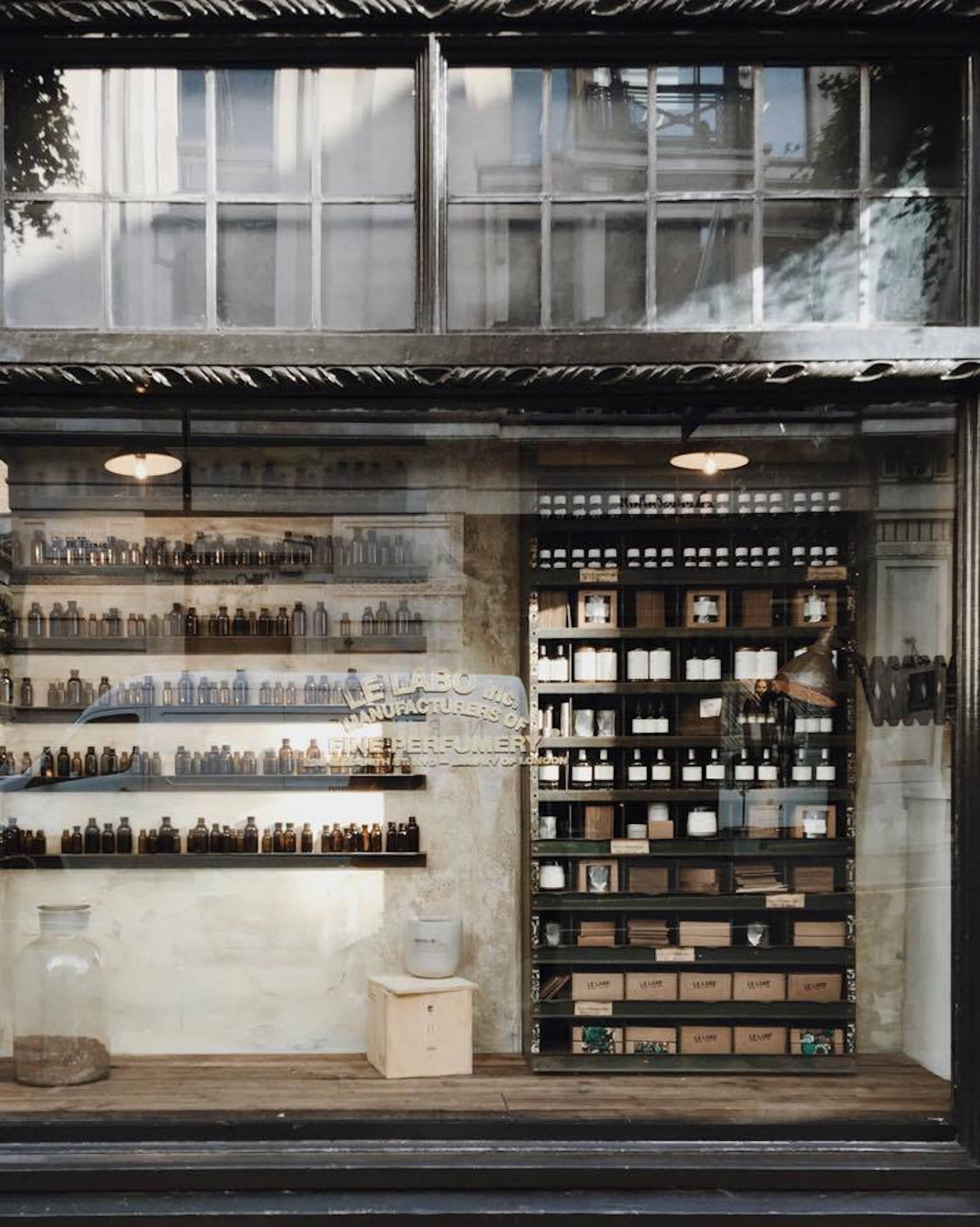 favori vitrine de magasin design mz88 montrealeast. Black Bedroom Furniture Sets. Home Design Ideas