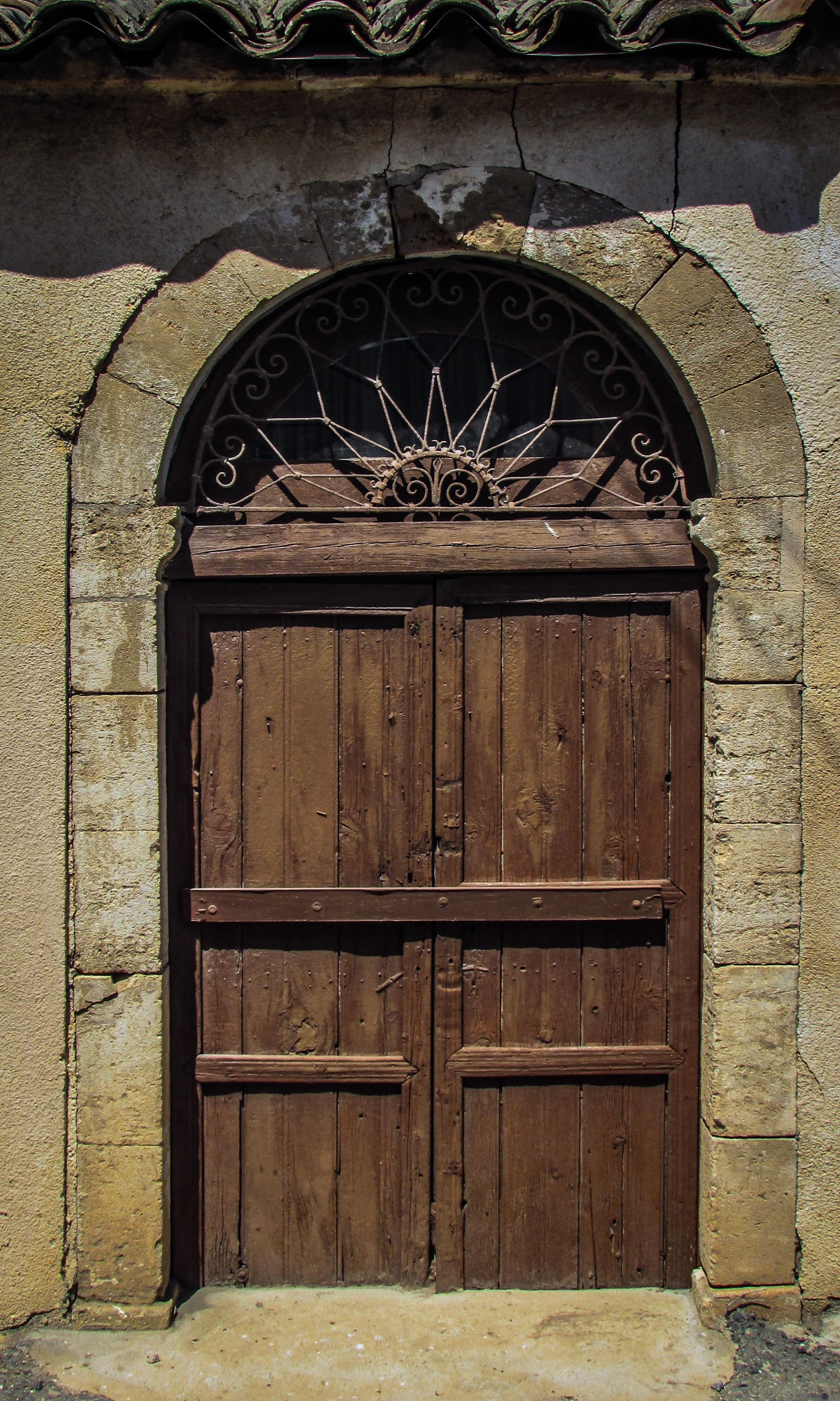 Fotos gratis arquitectura ventana pueblo arco for Puerta casa antigua