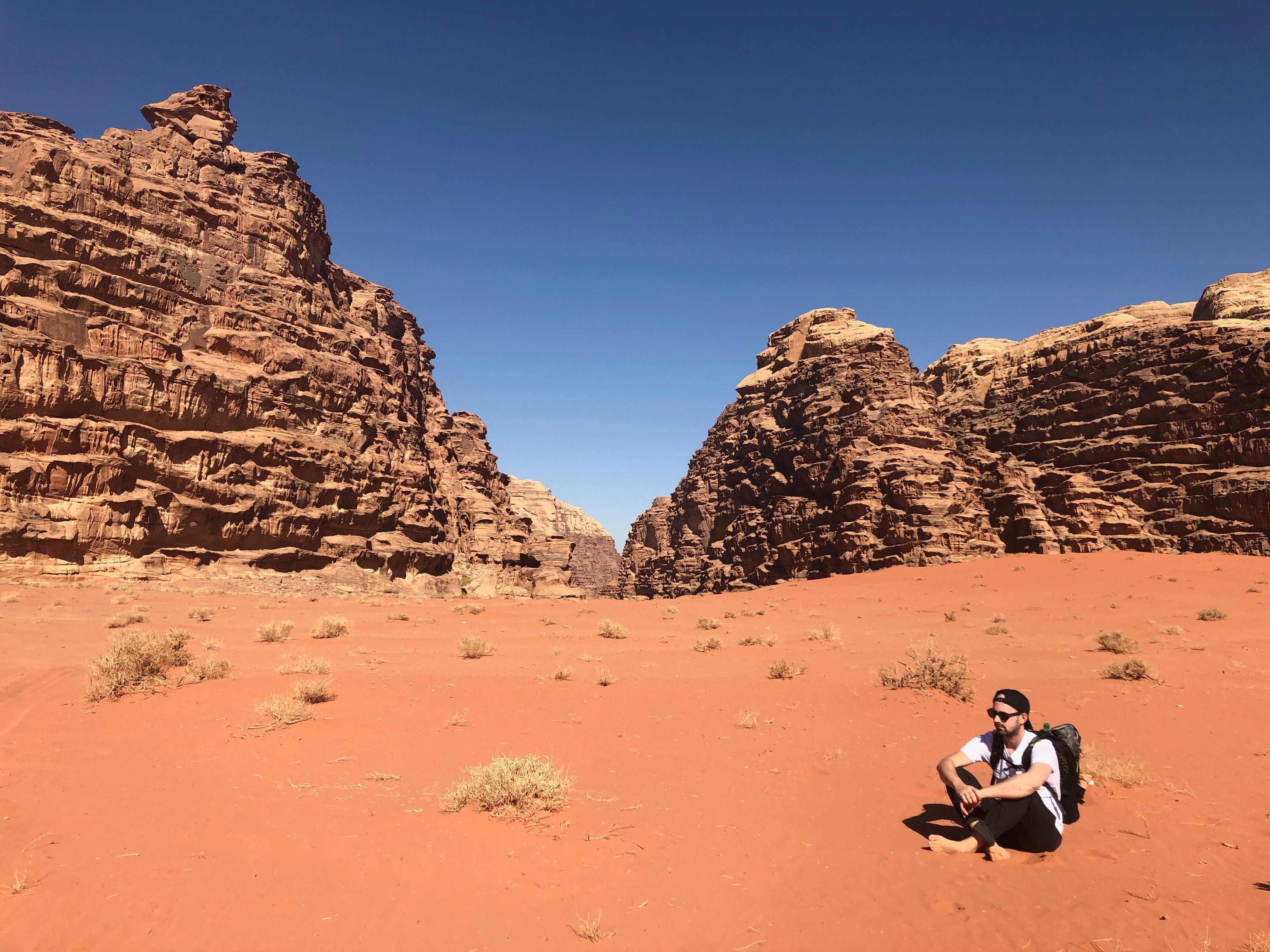... deserto, seco, geologia, grama, quente, panorama, homem, montanhas,  natureza, Ao ar livre, pessoa, Pedras, areia, arenito, Cênico, céu, oculos  de sol, ... 9ec85cd4ba