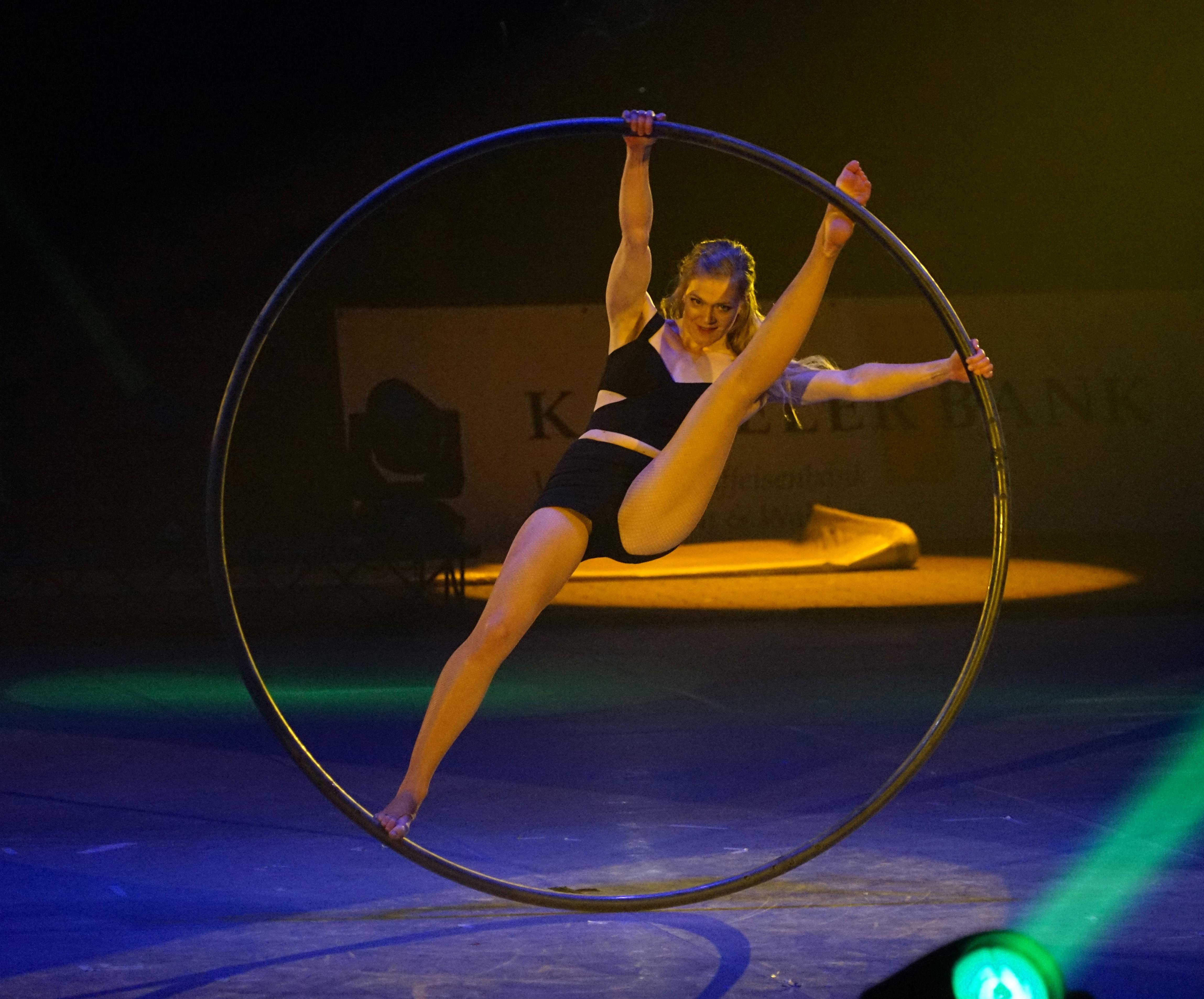 гимнастка на кольце картинки панорамой симферополя можно