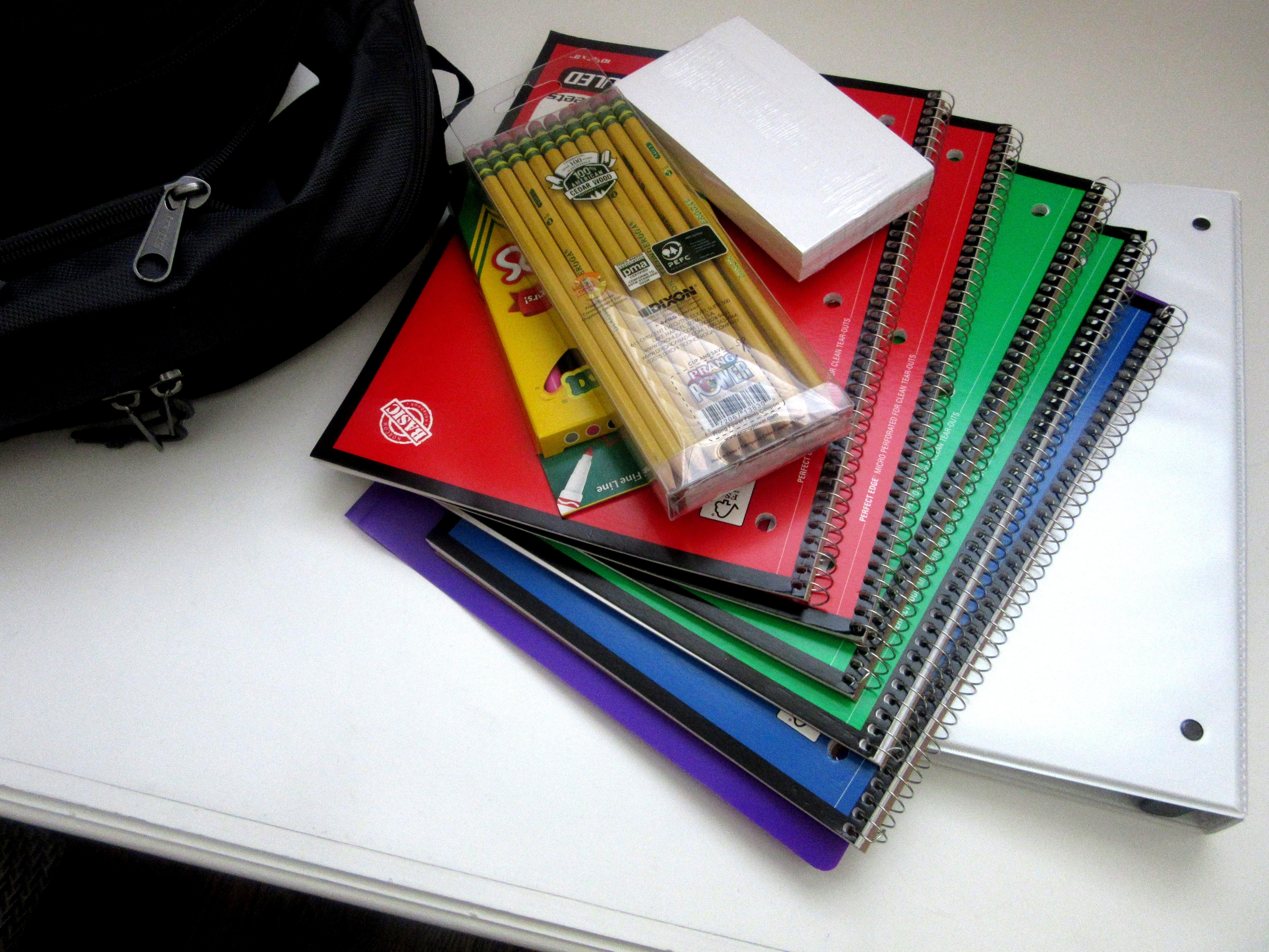 Gambar : ransel, pendidikan, merek, produk, belajar, alat, perbekalan, dokumen, pensil, spiral ...
