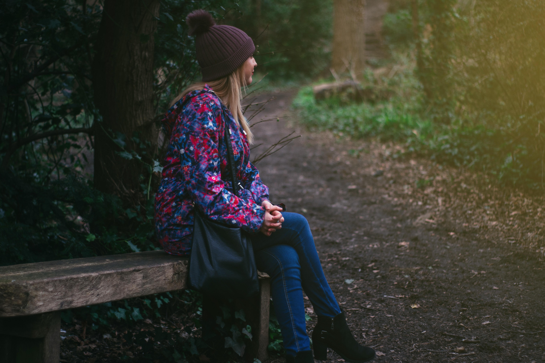 f9070056f0 táska micisapka pad motorháztető alkalmi hideg divat női lány hölgy levelek  modell természet szabadban park személy