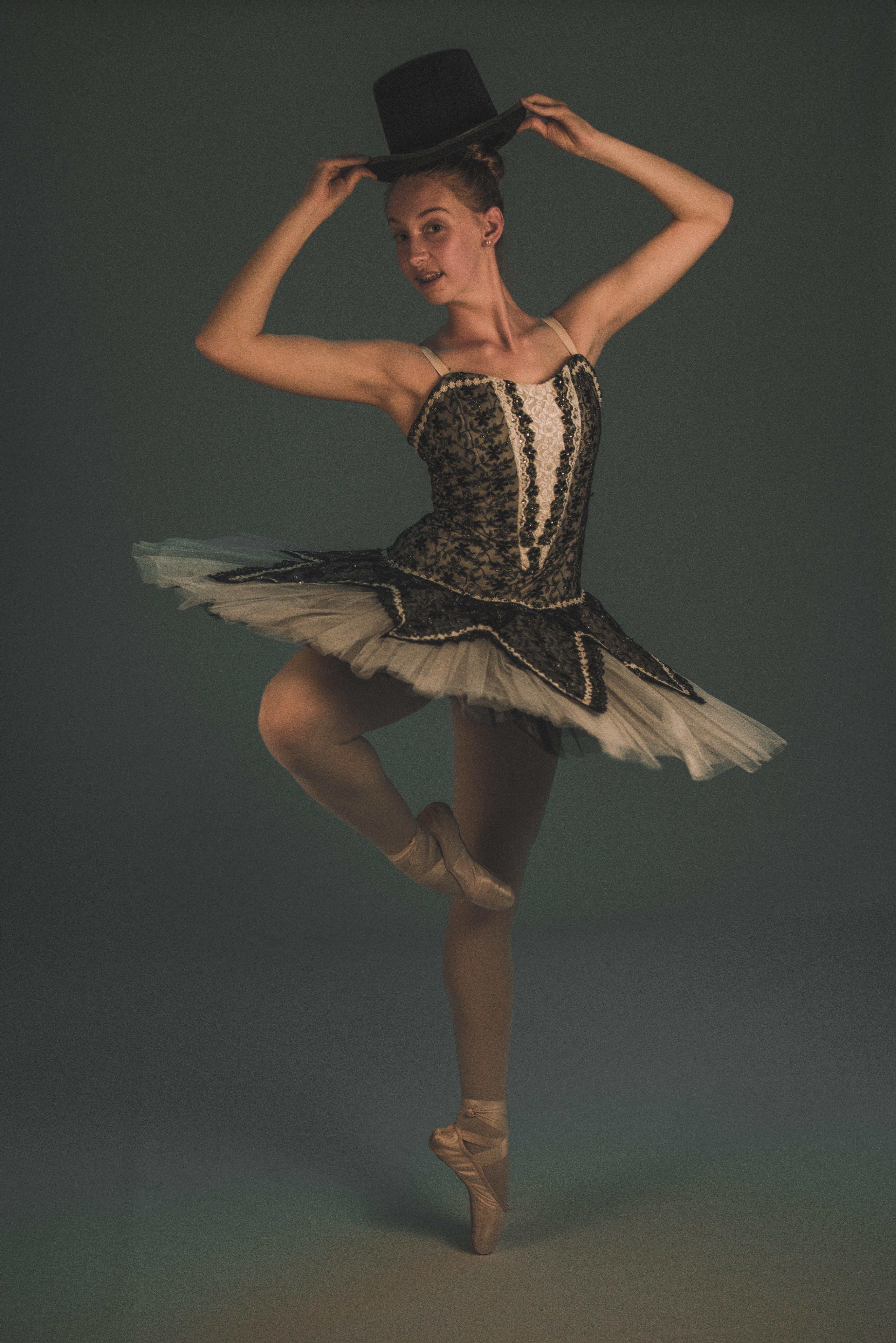 Felhők feliratozva, Balett-táncosok erekciója