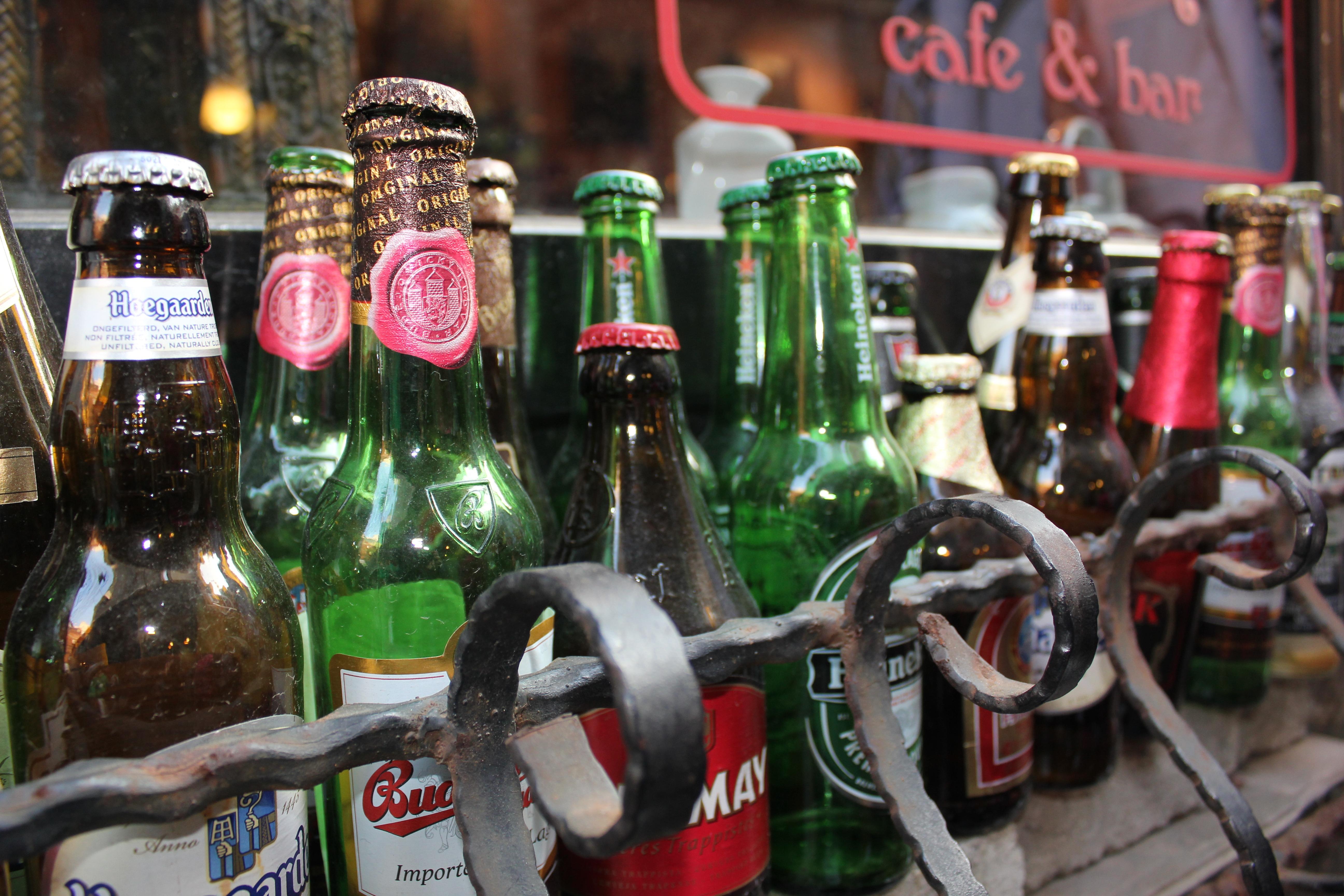 hình ảnh : quán ba, đồ uống, bia, chai rượu, buổi tiệc, vui sướng, Rượu mùi, đồ uống có cồn, Đồ uống chưng cất 5184x3456