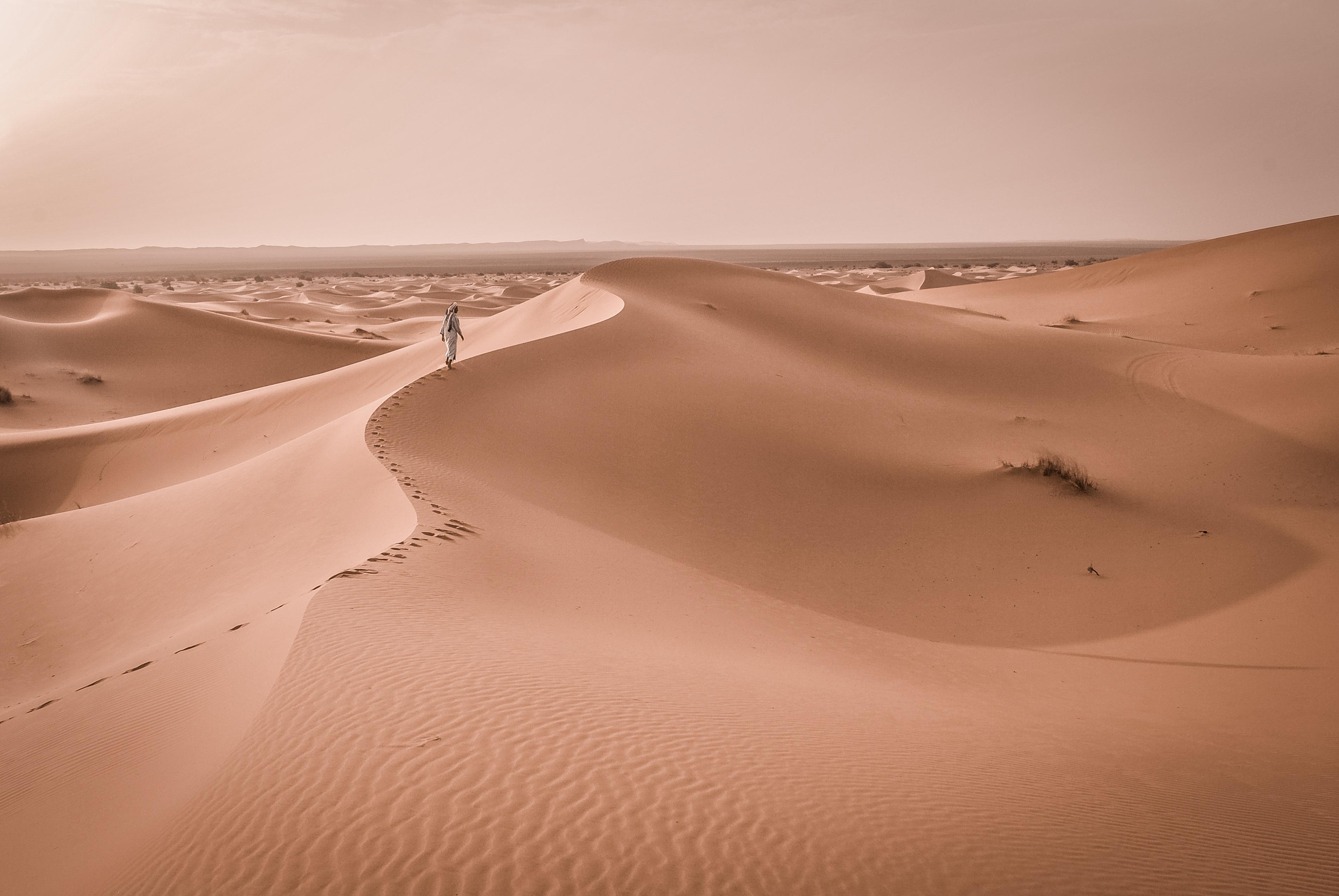 steep sand dune pursued - HD3803×2546