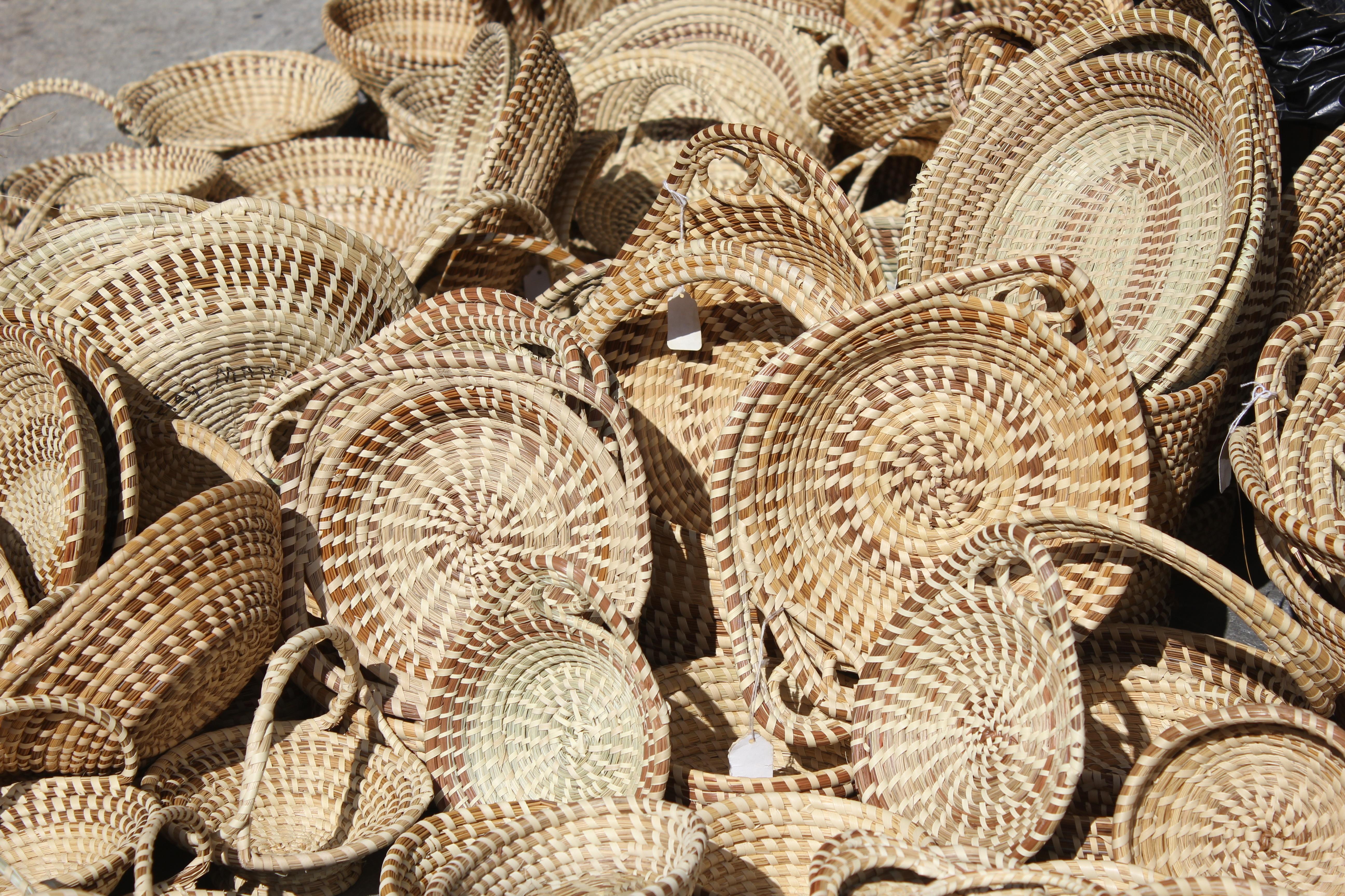 Fotos gratis : cesta, material, mimbre, textil, Paja, Cestas, piso ...