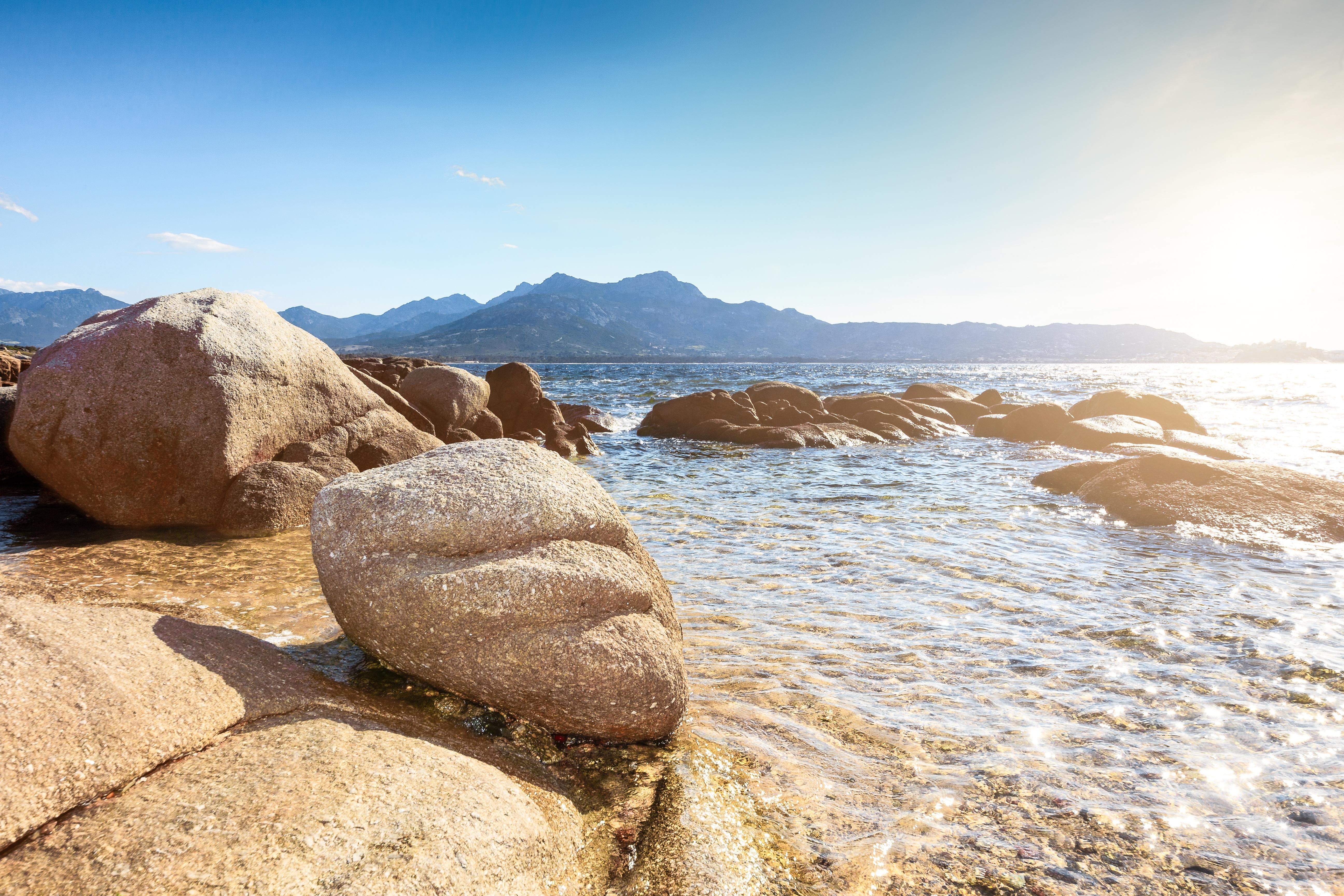 Картинка камешки у моря