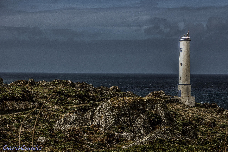 маяк в океане фото первой половине