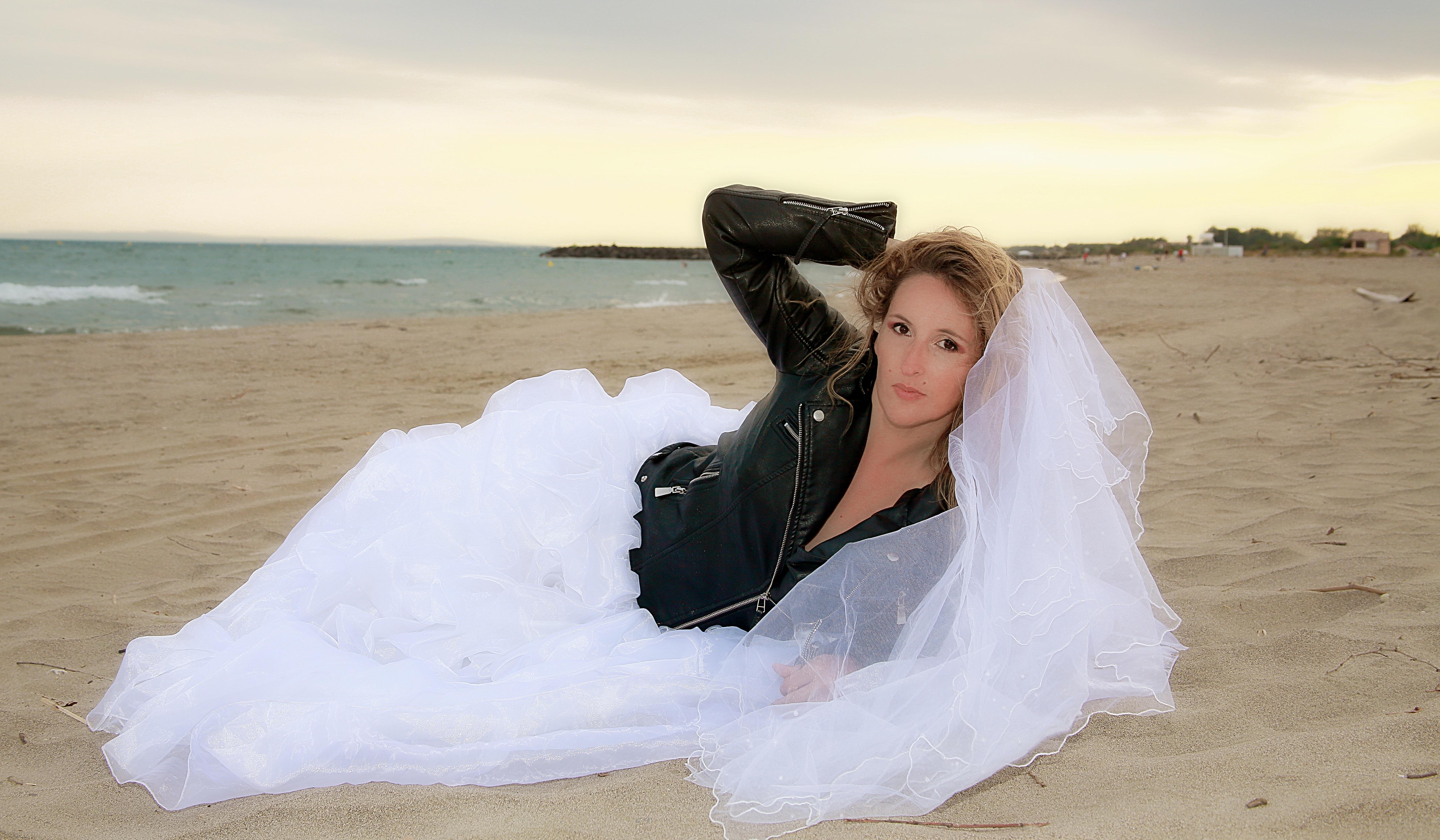 2c039a911 playa paisaje mar arena niña mujer blanco modelo romance Moda ropa Boda  vestido de novia novia