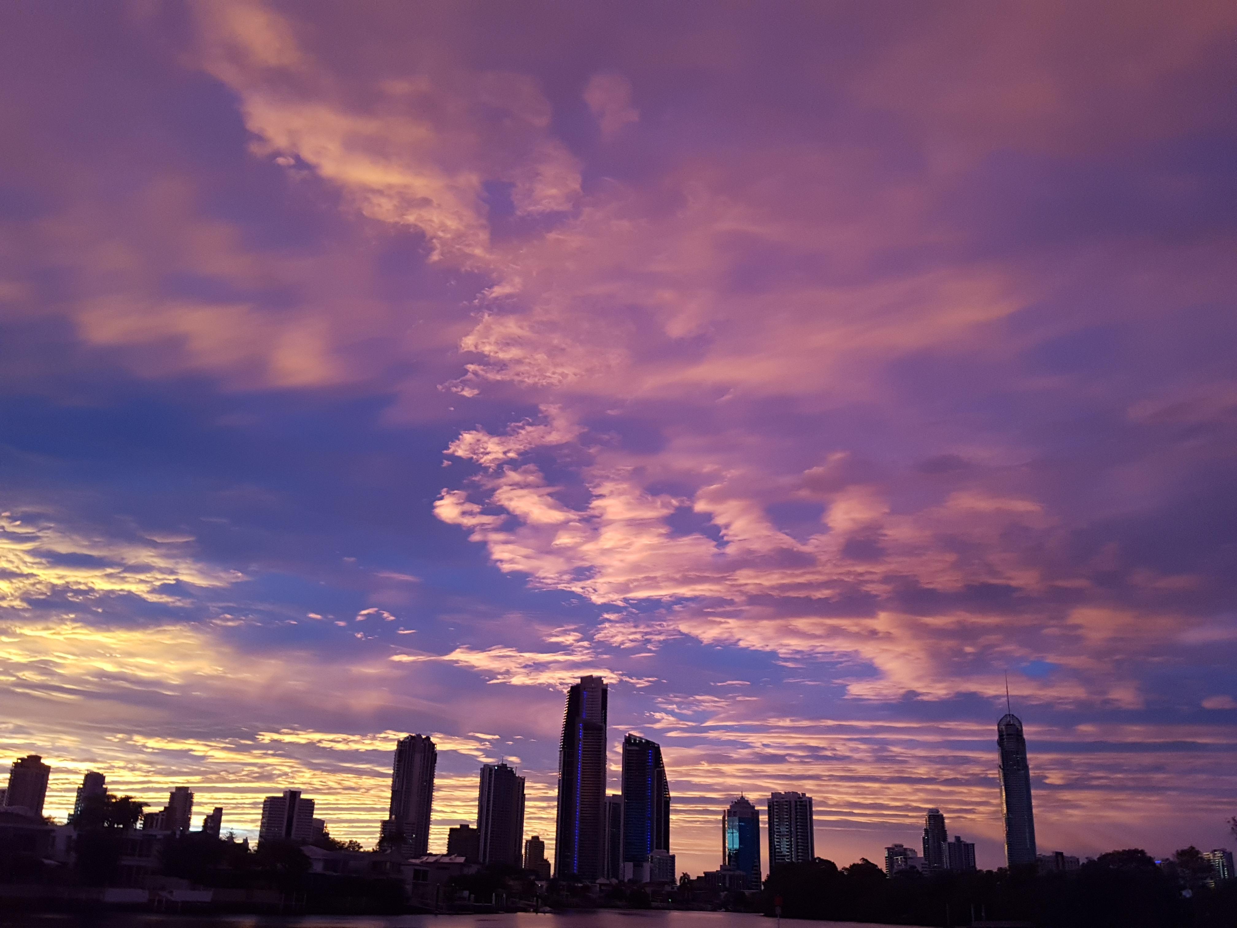 красивая картинка заката в городе вскоре