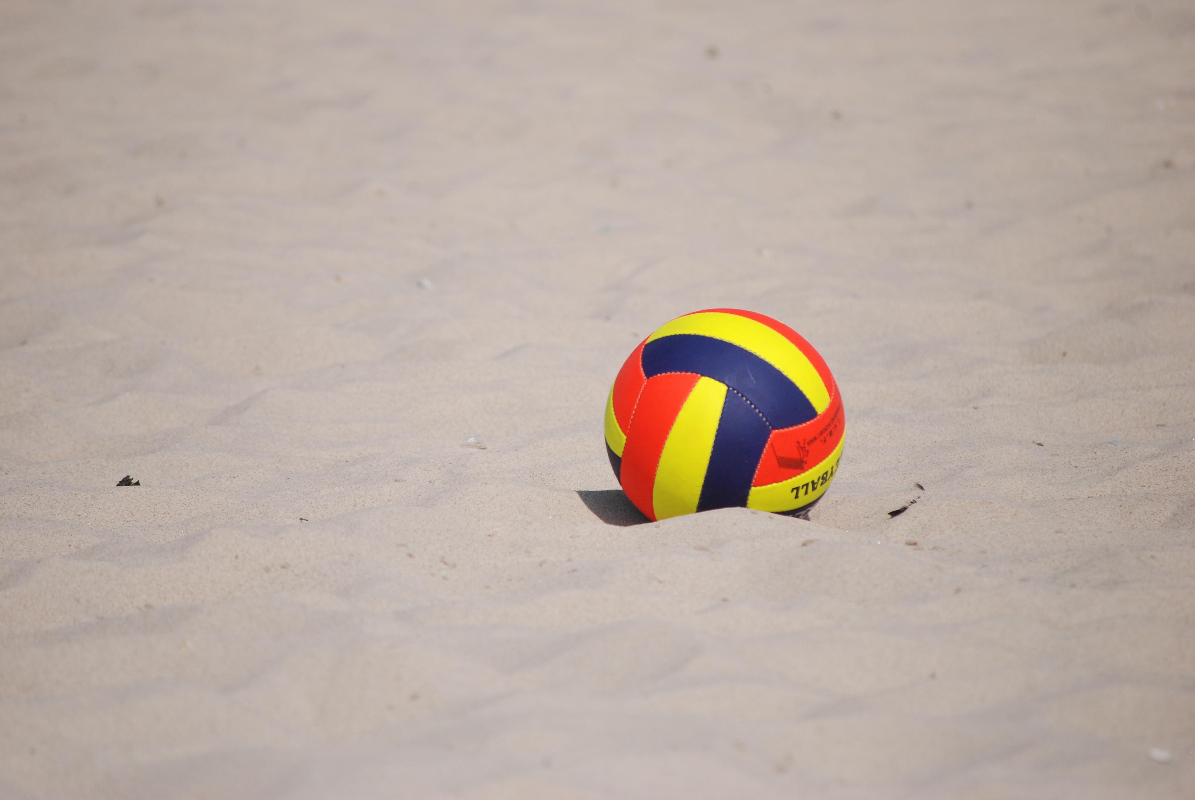 hình ảnh : bờ biển, phong cảnh, Nước, cát, Môn thể thao, Xe, màu vàng, Đồ chơi, thiết bị thể thao, vui vẻ, trái bóng, Bóng chuyền, Biển Baltic, quả bóng ...